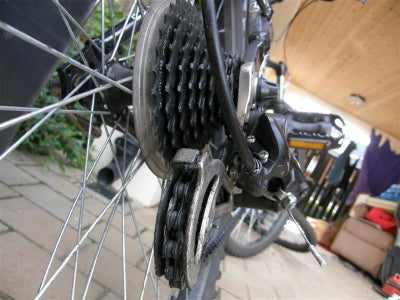 Giving Your Bike Its Weekly Clean and Tidy.