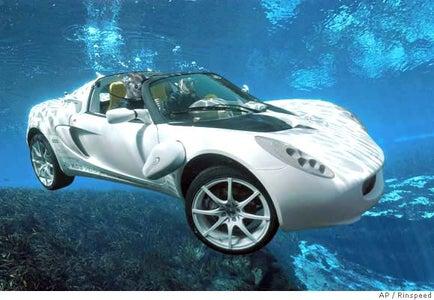 Swiss engineers build Bond-like underwater car