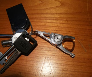 Make a Keychain Out of a Dead/old Hard Drive