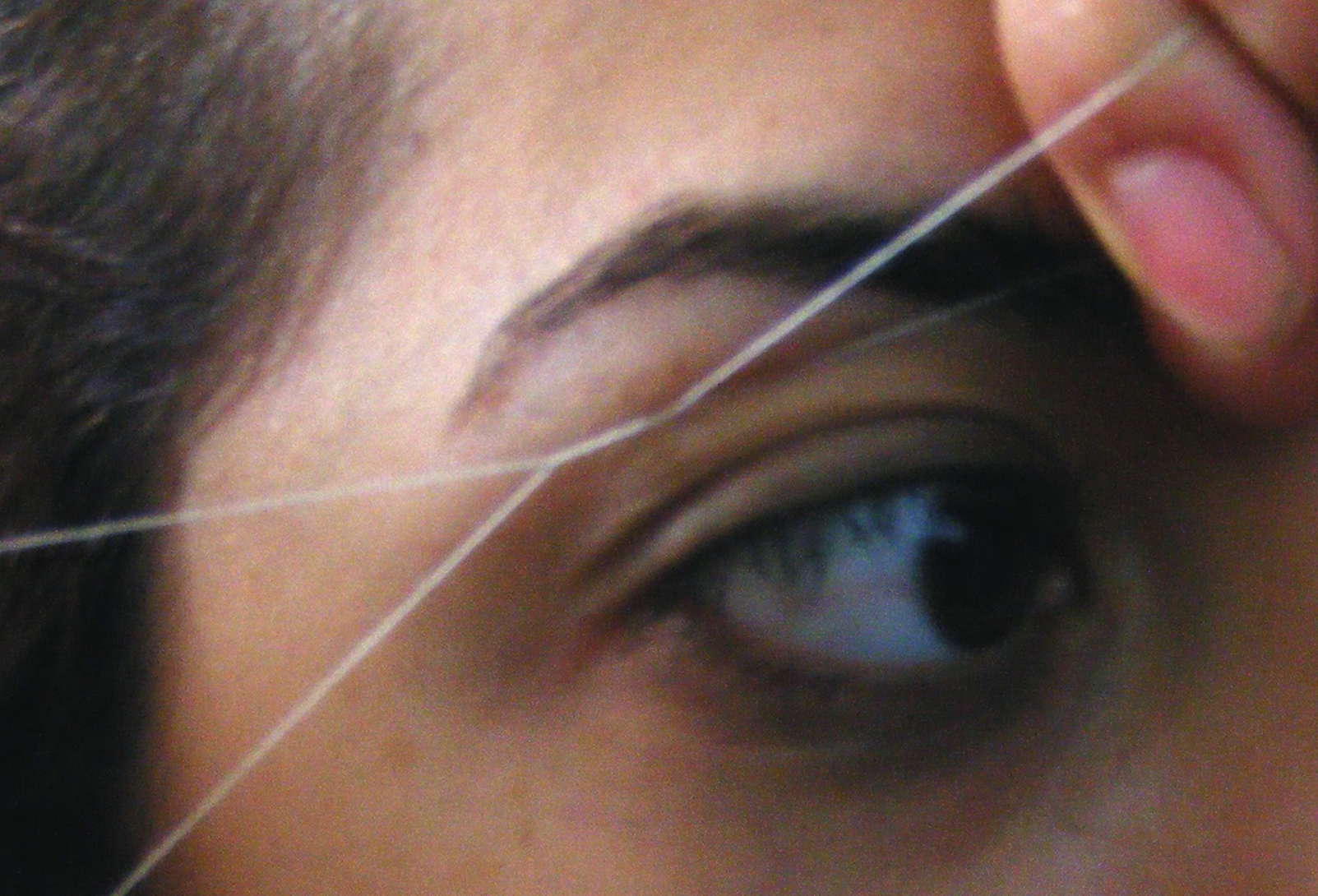 How to Thread Eyebrows: 7 Steps (with Pictures)