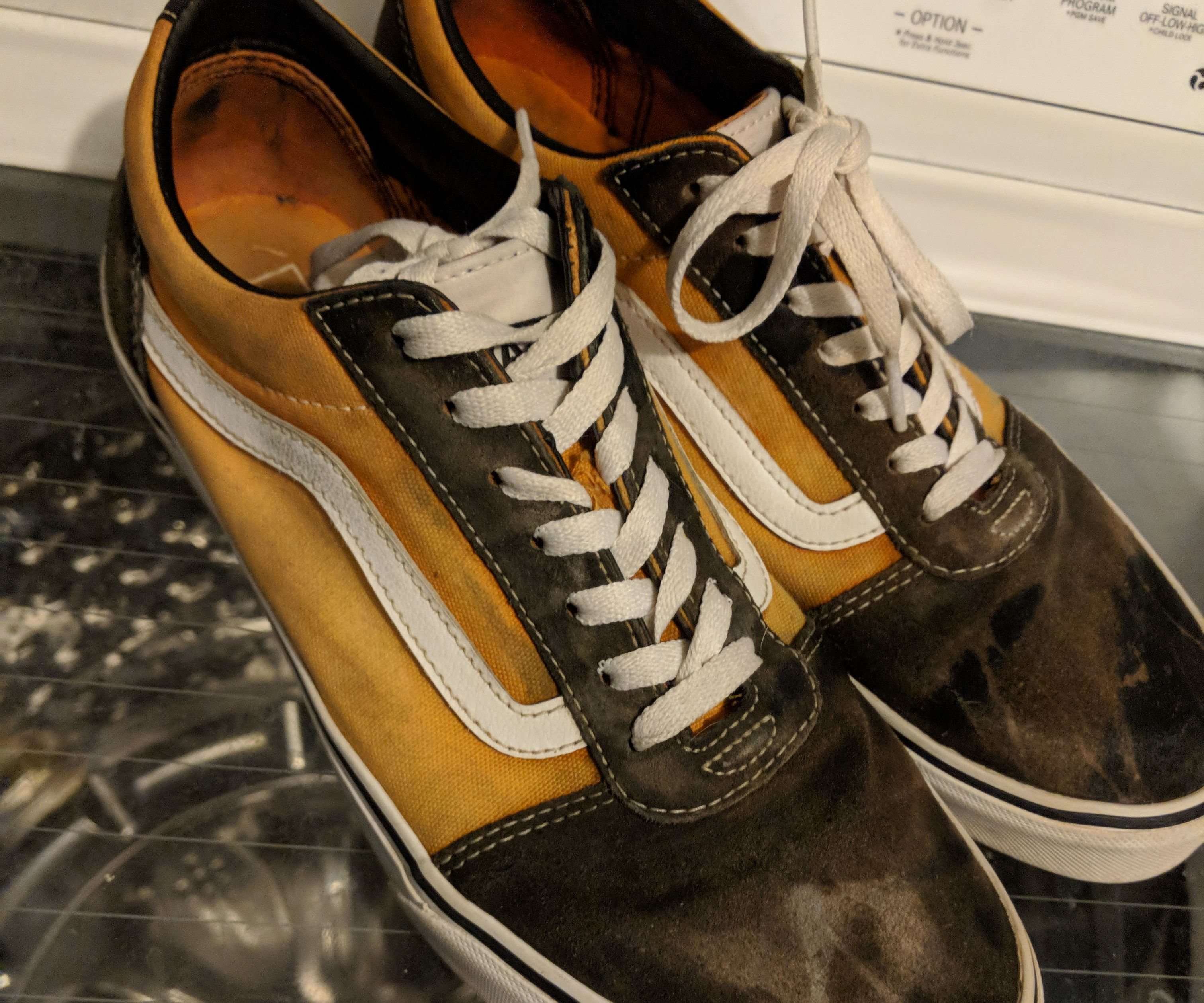 LOOK WHAT HAPPENS WHEN YOU POUR BLEACH ON VANS OLD SKOOLS!!!!