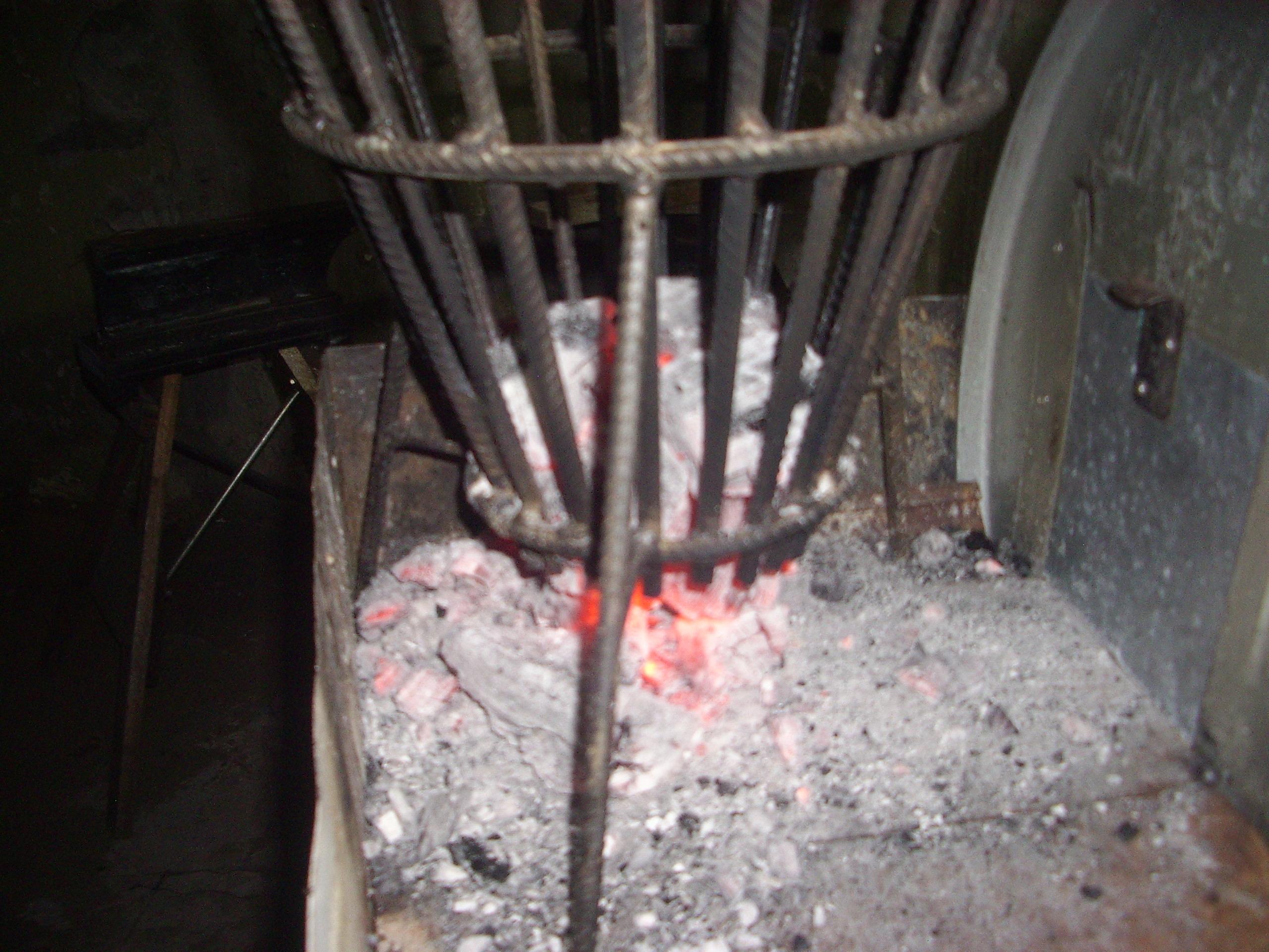 Picture of El Cesto-tolva Para El Fuego Y Las Brasas (basket-hopper to Make Embers)