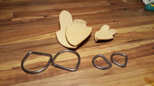 Riveting the D-rings With Shields and Handy Sewing Them/D-Ringe Mit Schild Nieten Und Handnähen