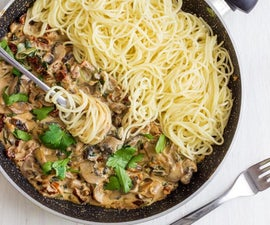 Creamy Mushroom & Sun-Dried Tomato Spaghetti