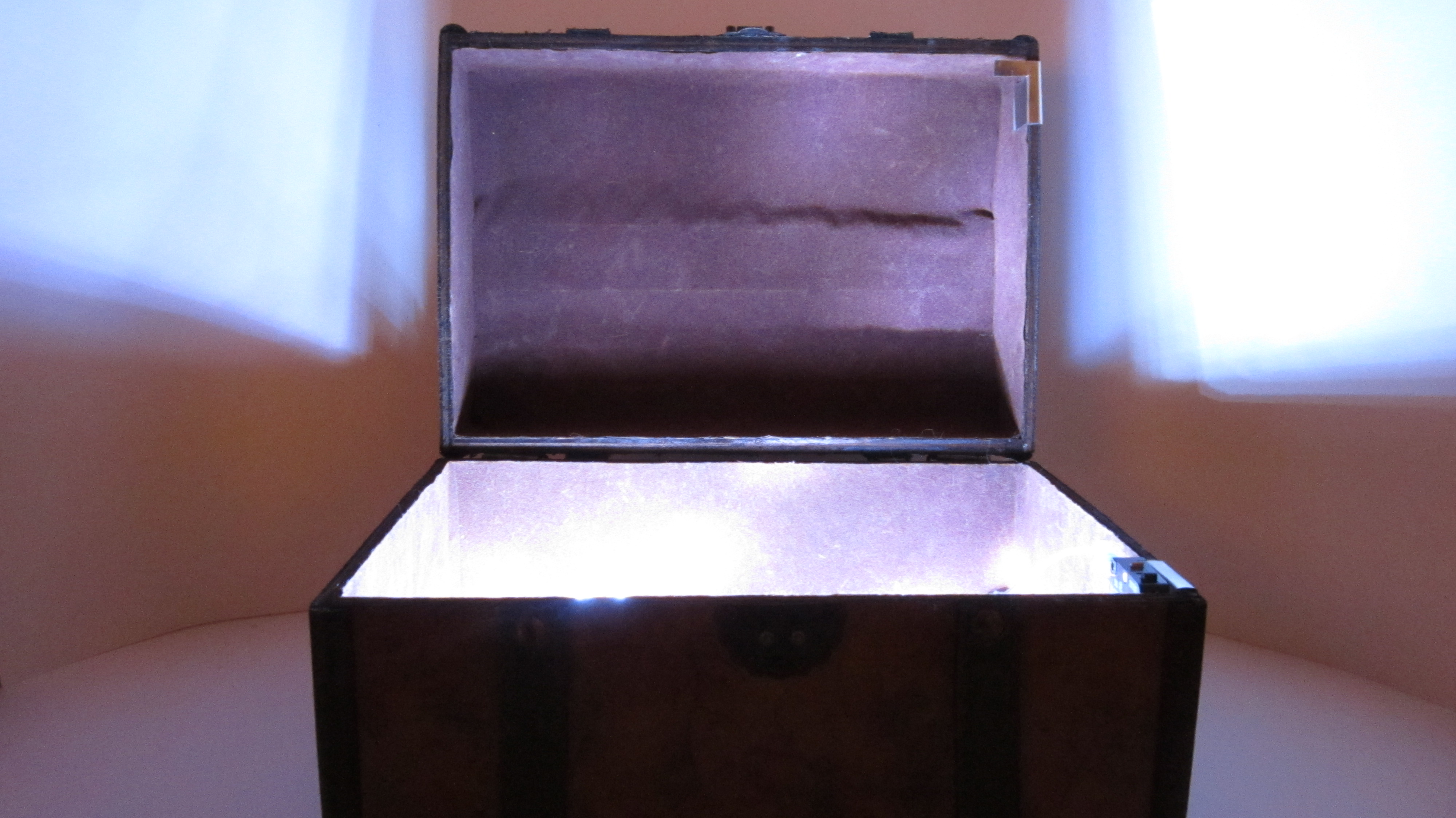 Picture of Finished Glowing Treasure Chest