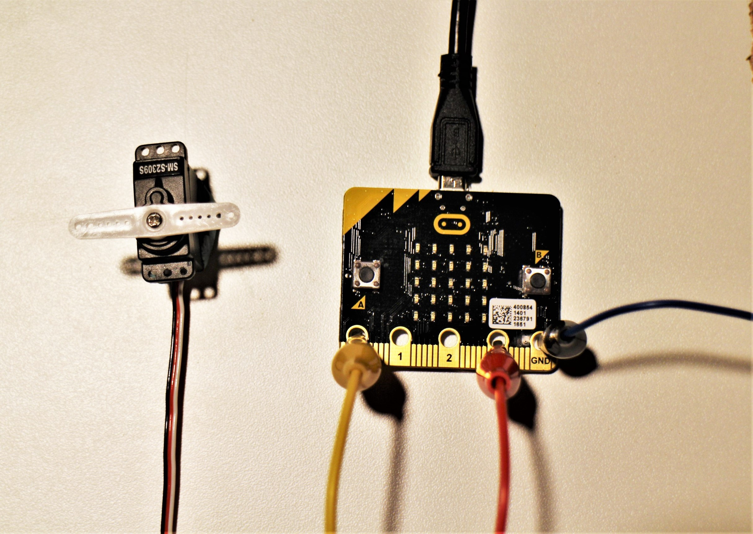 Picture of Connect the Servo!