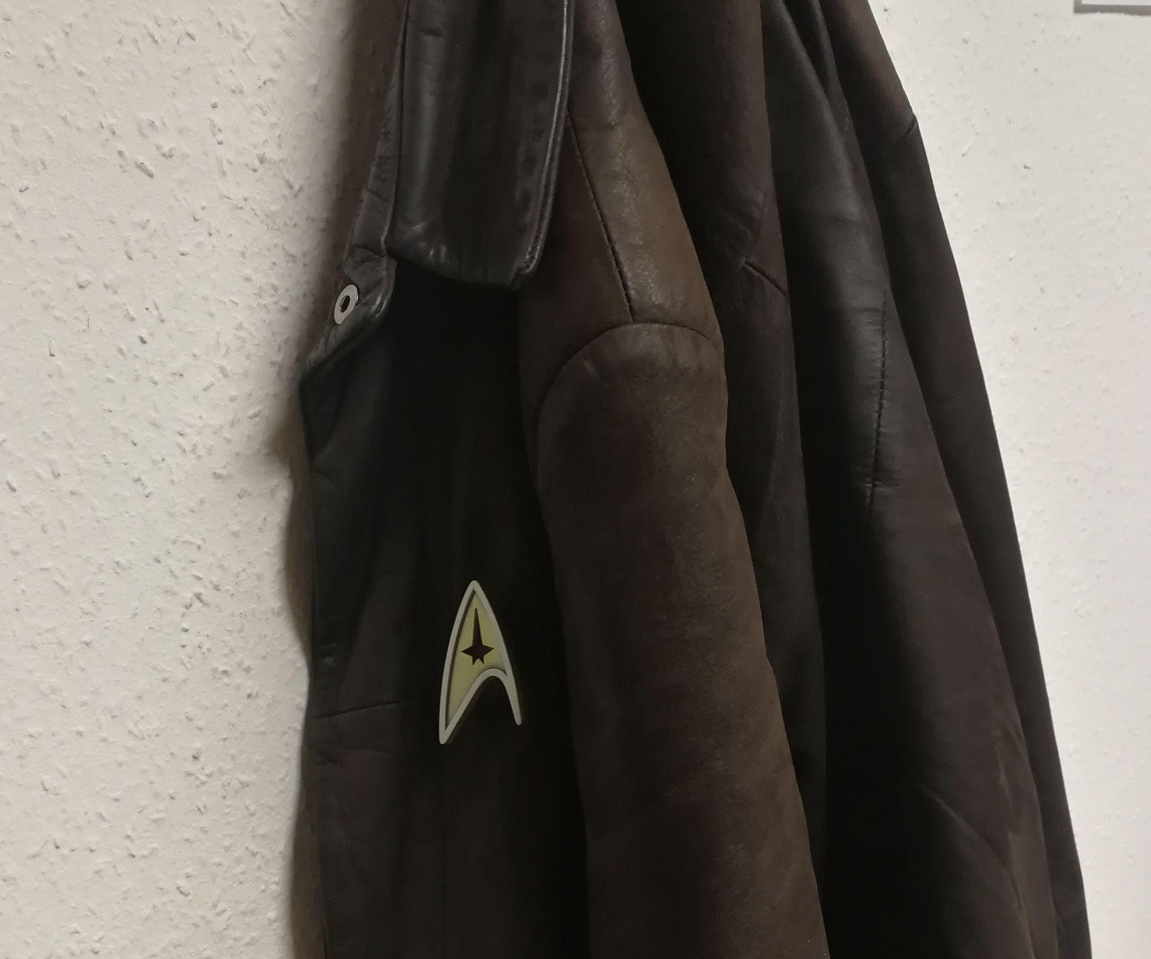 Star Trek Communicator Pin/Badge With Audio: 6 Steps