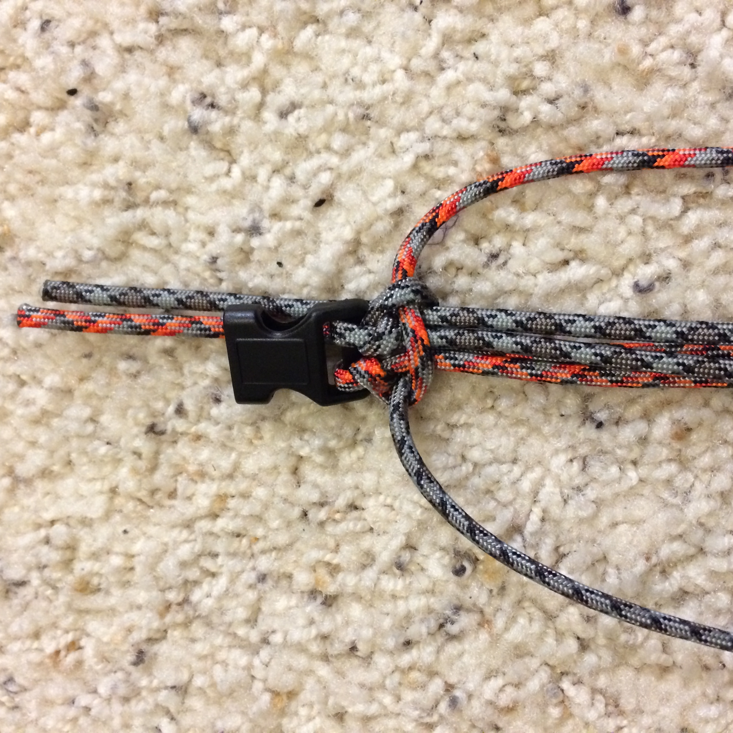 Picture of How to Make a Survival Bracelet - Step 2