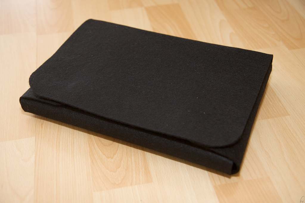 Picture of Make Your Own Nice Felt EeePC / Netbook Pouch for About $ 8 (and Save $ 91 Instead of Buying From Redmaloo)