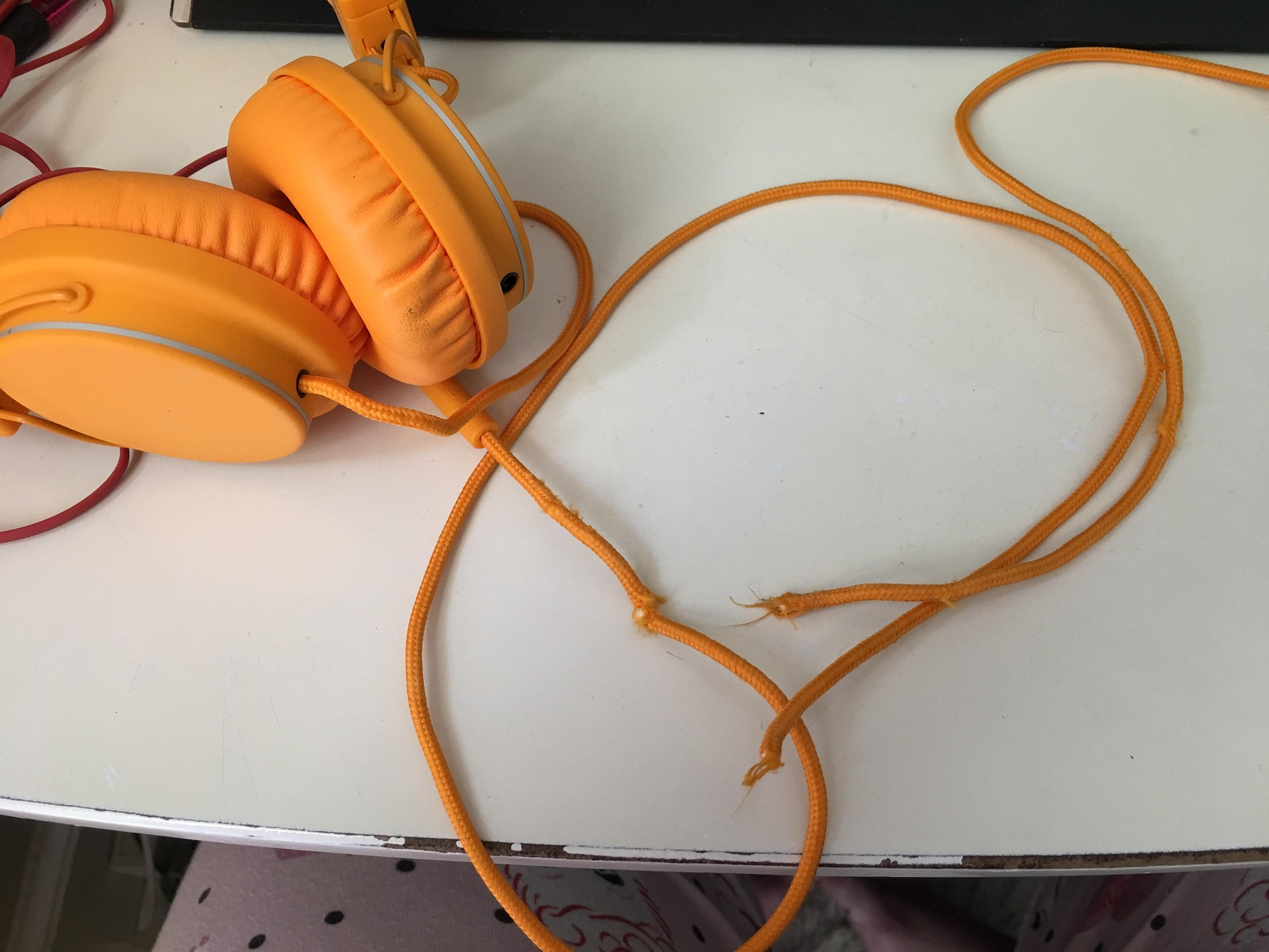 Picture of UrbanEars Plattan Headphone Cord Repair