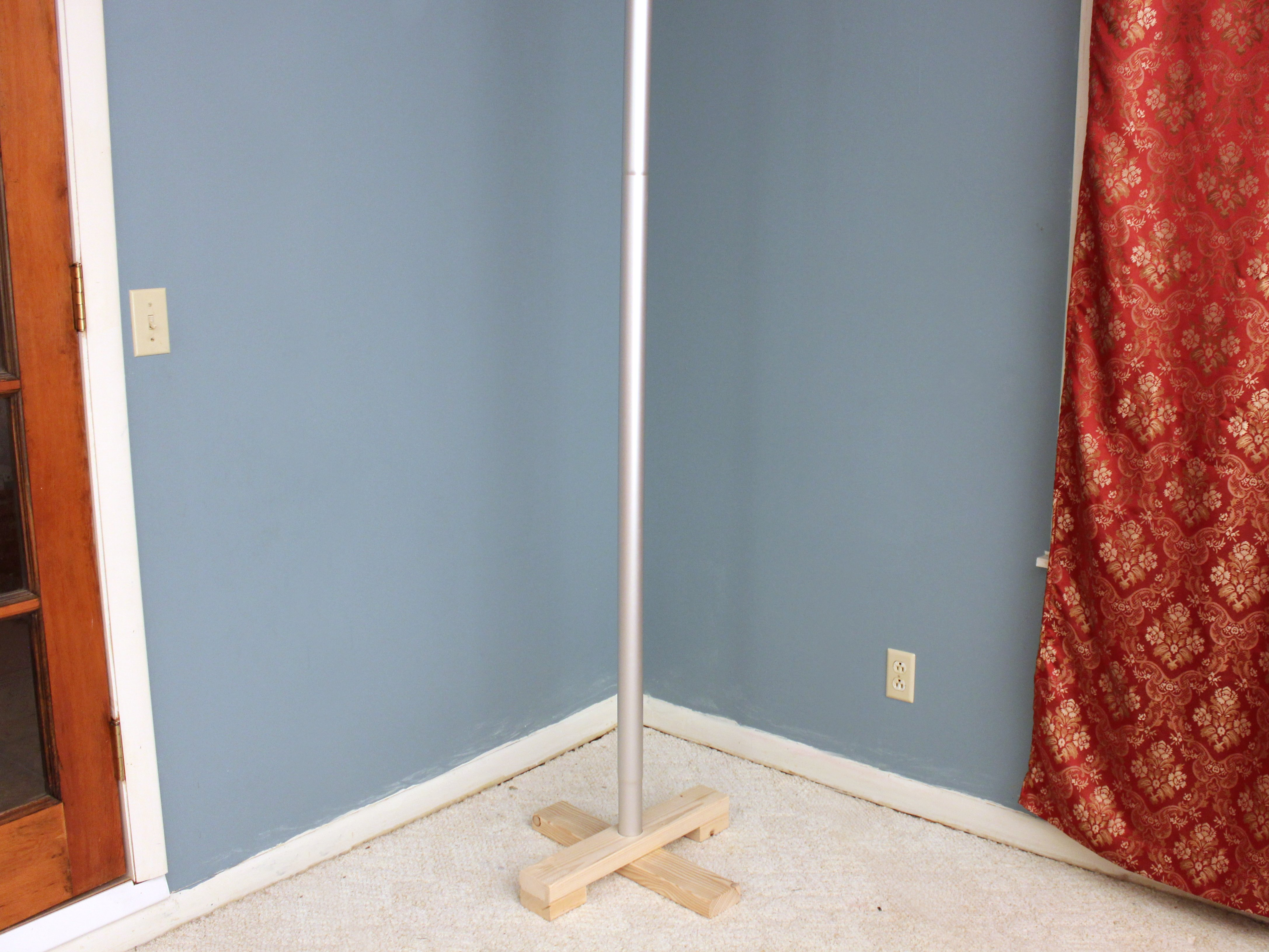 Picture of Assemble the Finished Festivus Pole