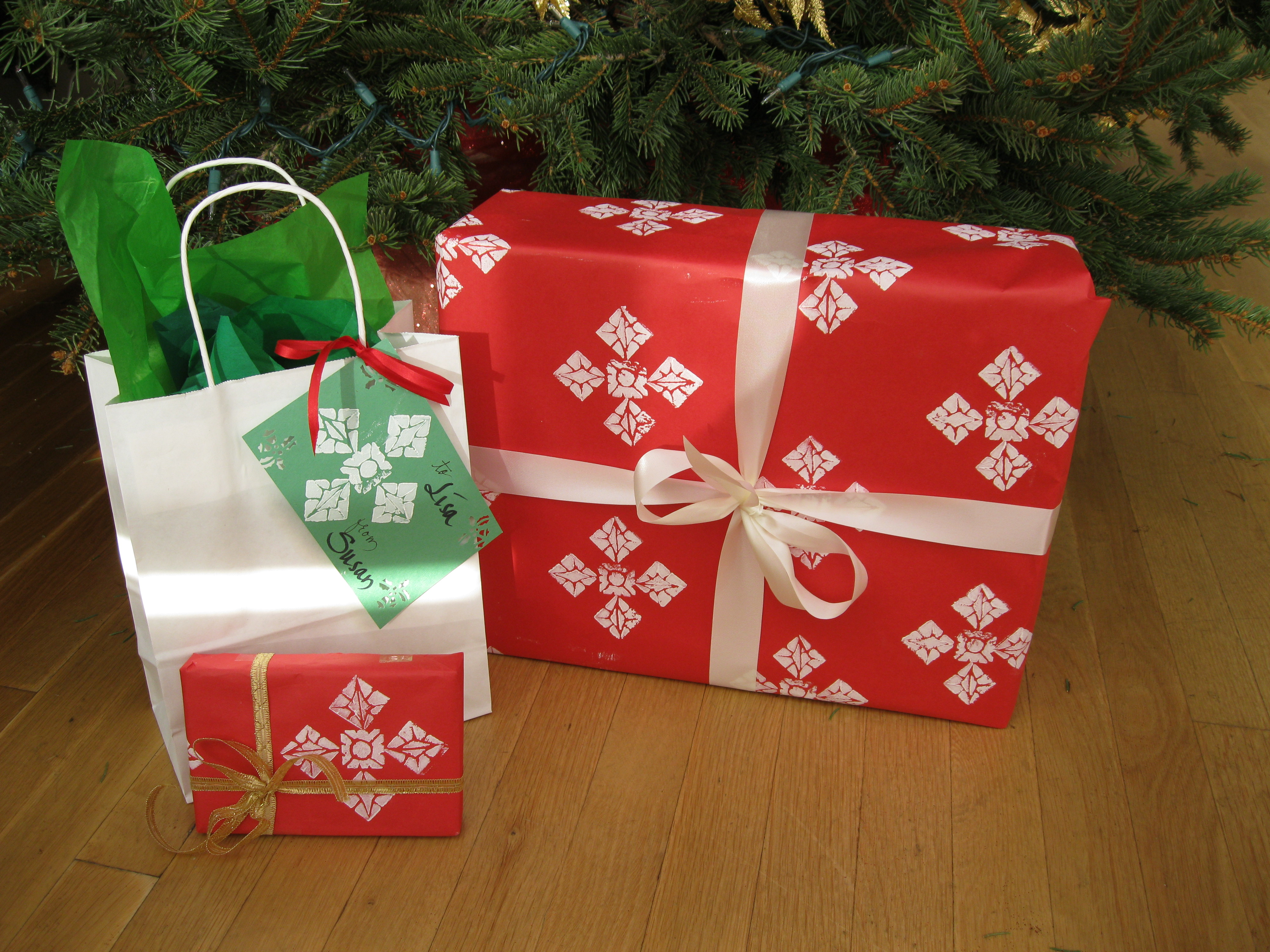Picture of Snowflake Pattern Gift Wrap