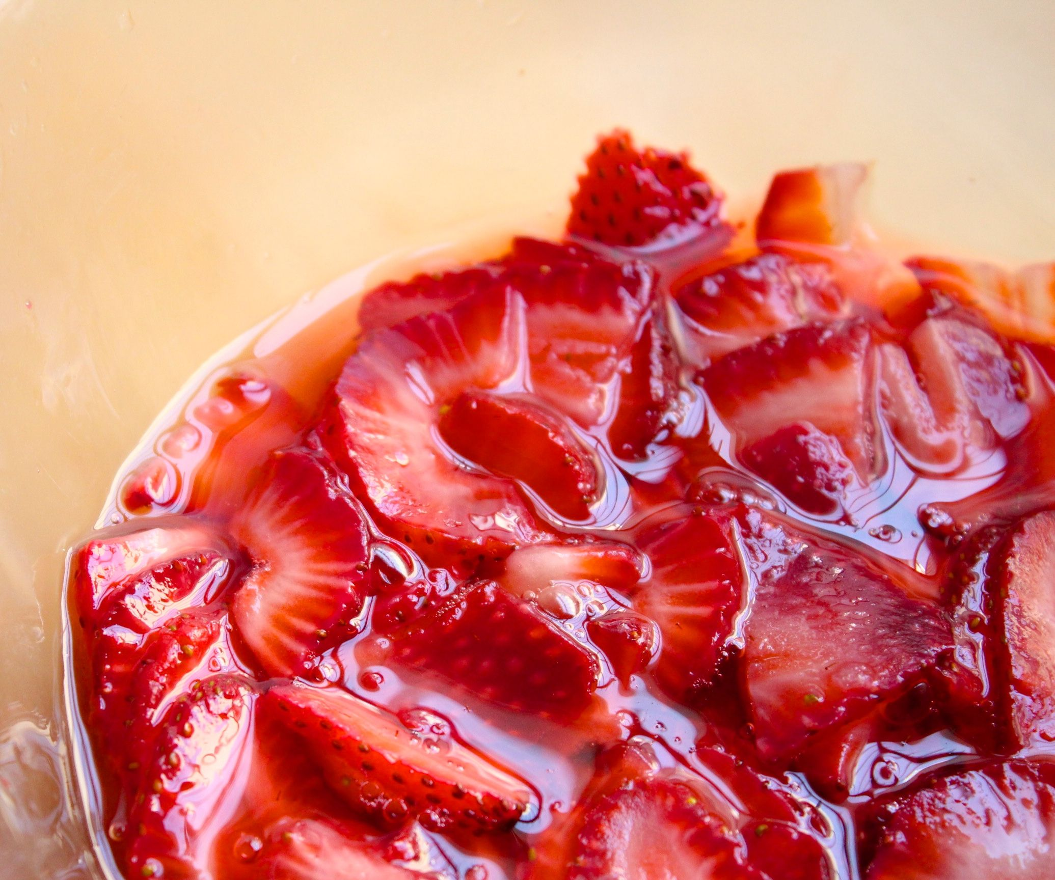 How to Macerate Strawberries images