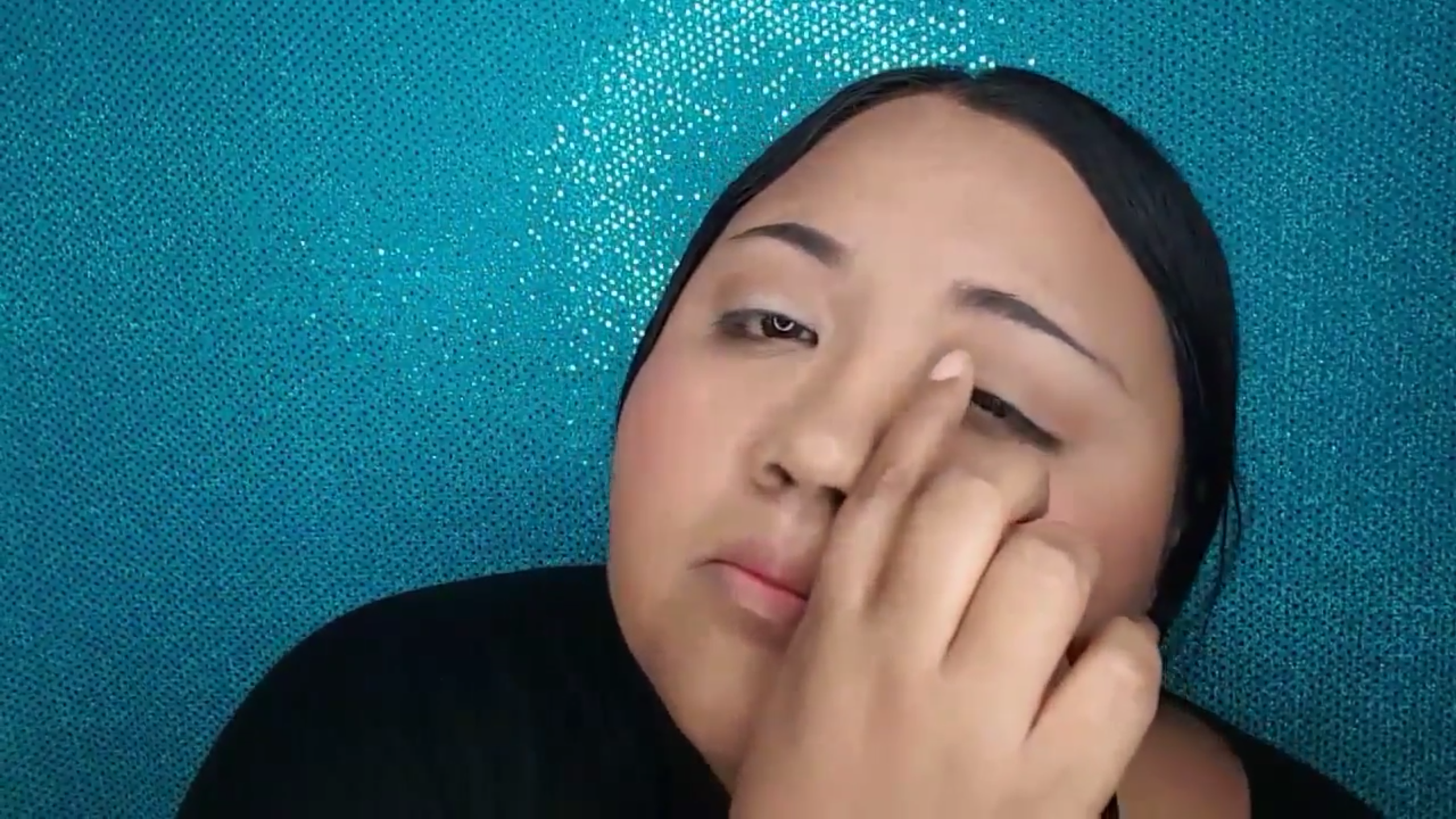 Picture of Apply Eye Makeup