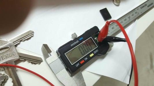 Como Probar Un Caliper  Con Una Bateria Externa