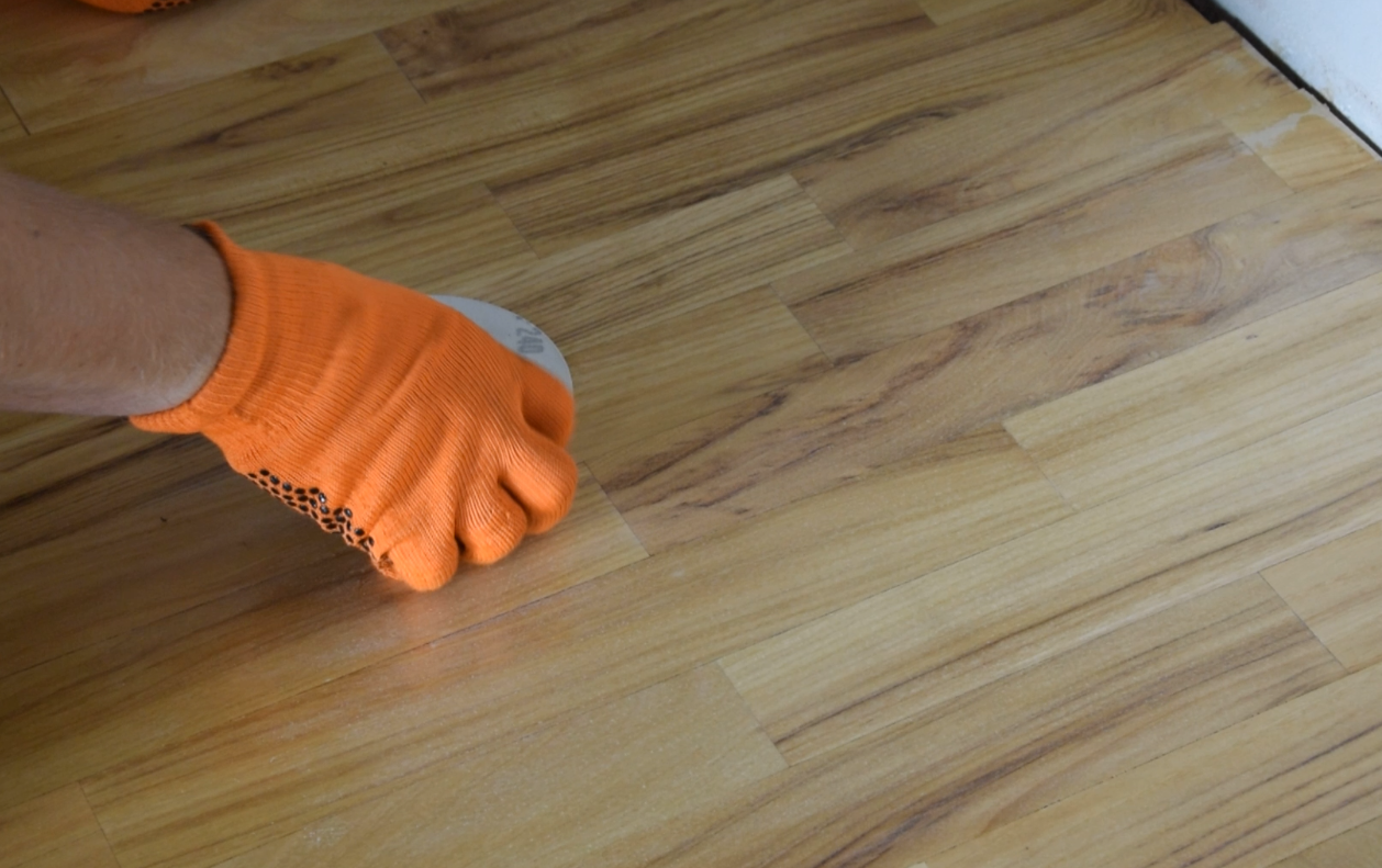 Picture of Sandpapering & Vacuming