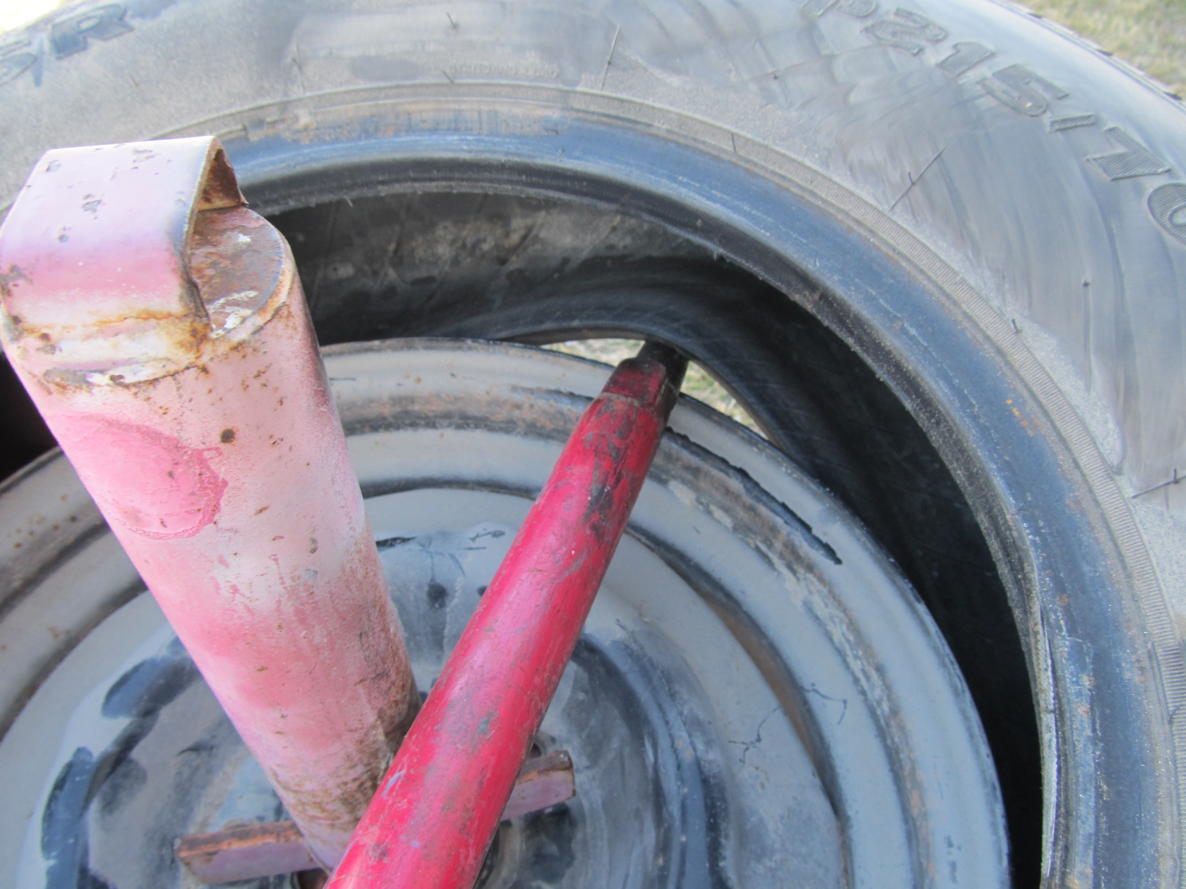 Picture of Remove Tire From Rim.