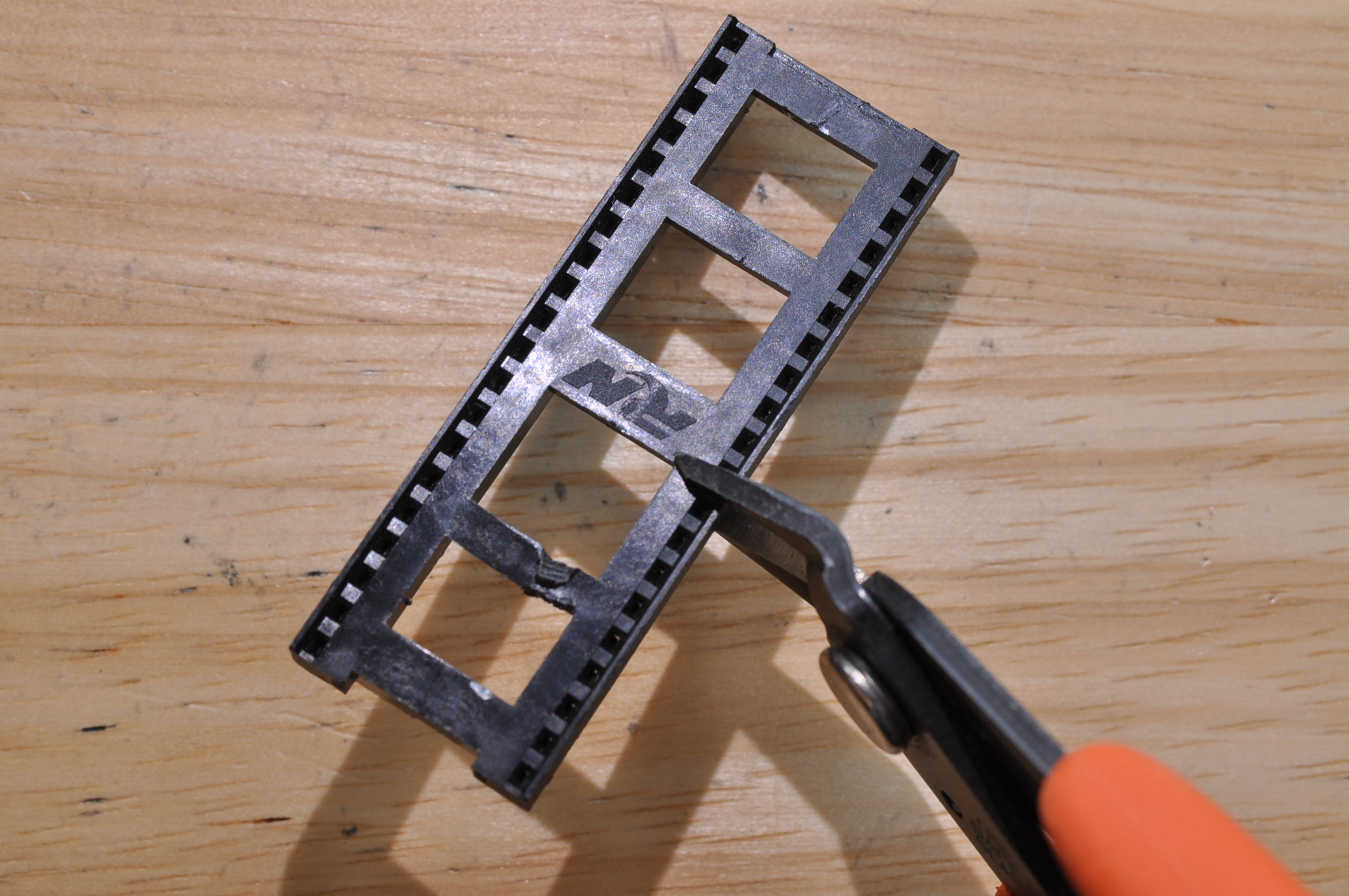 Picture of Make an 18-pin Socket