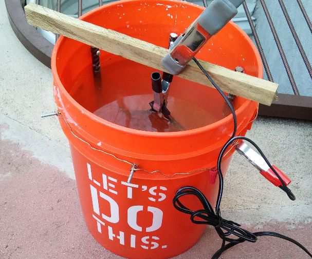 Electrolysis Bucket: 13 Steps (with Pictures)