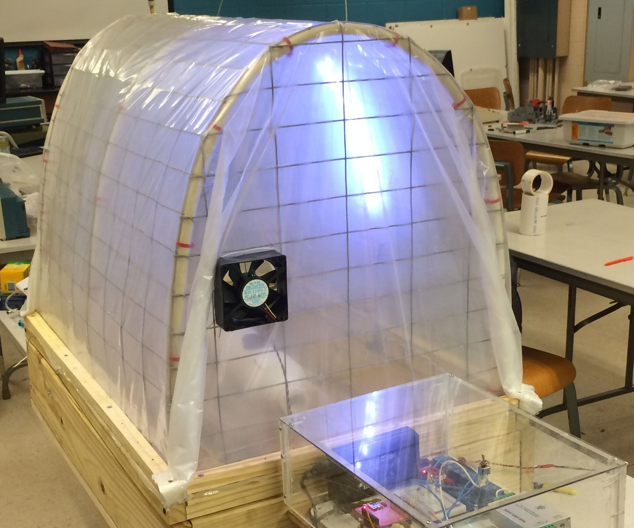Hydroponic Greenhouse Monitoring and Control System 5 Steps with