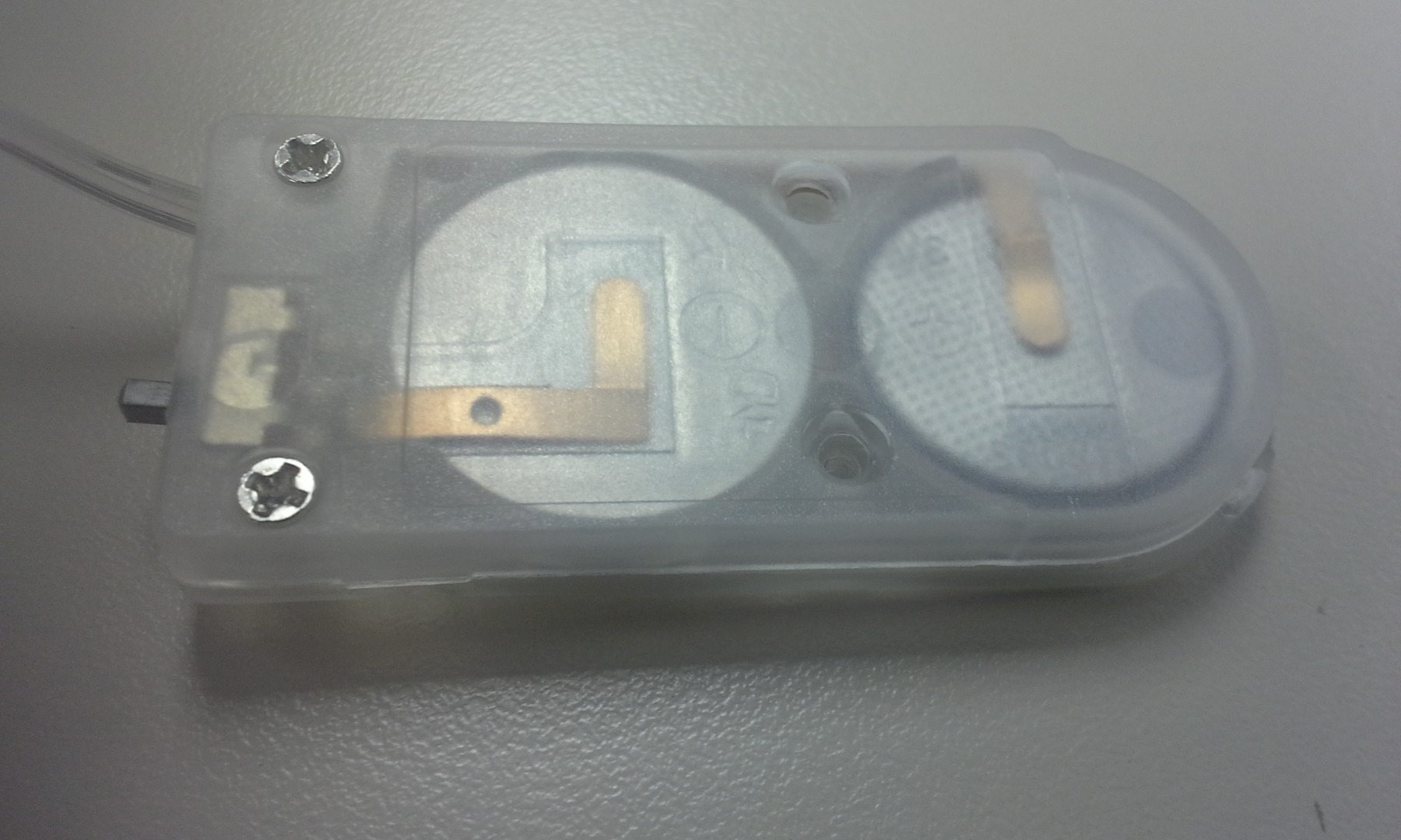 Picture of Connection Between the Contacts on the Battery Cover and the Battery