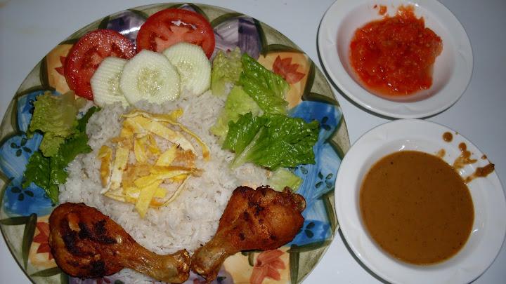 Picture of Coconut Rice Plate (Nasi Uduk Komplit)