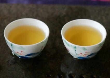 Brewing Da Hong Pao Oolong Tea With a Teapot