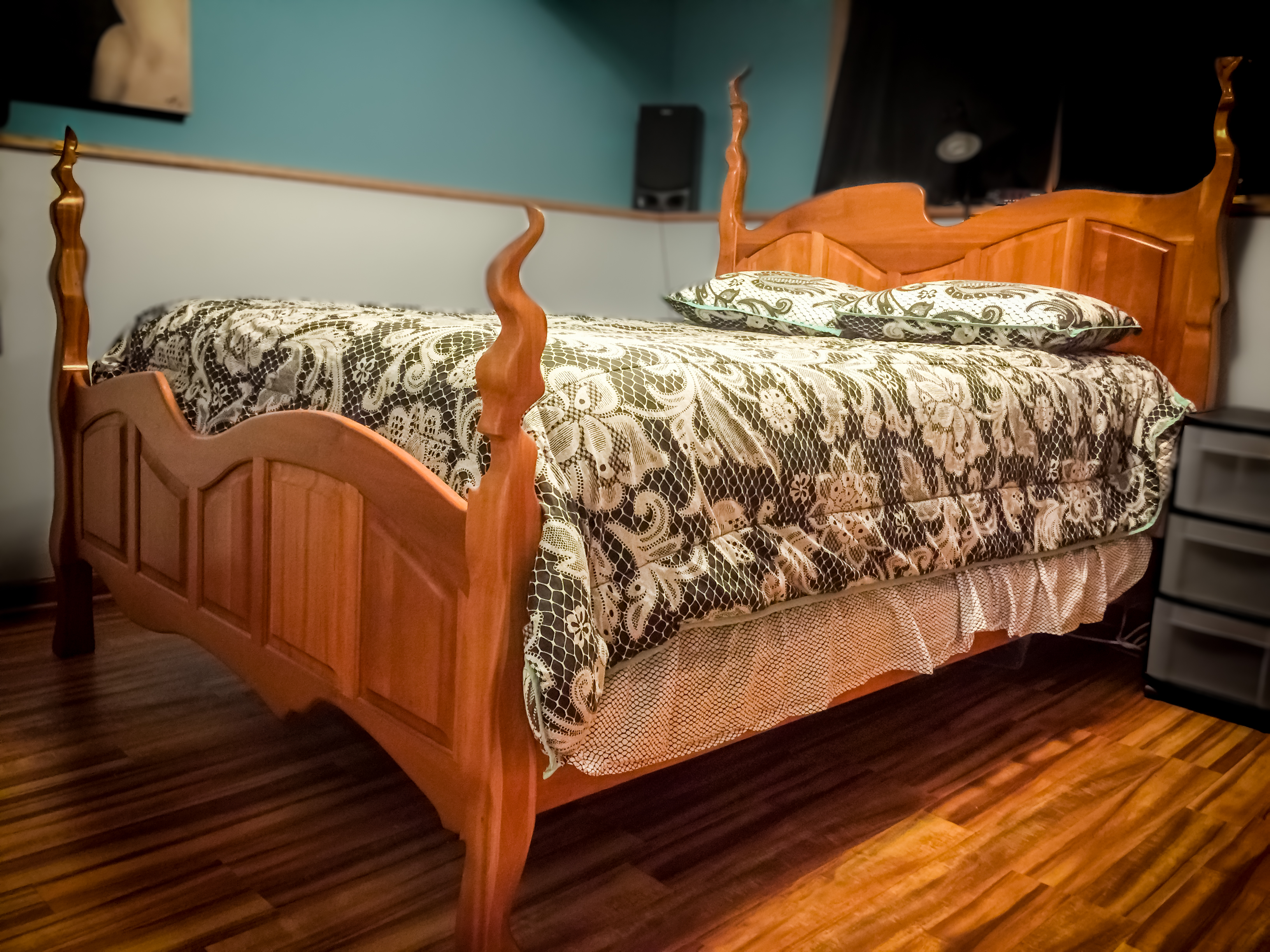 Picture of Cherry Queen Bed
