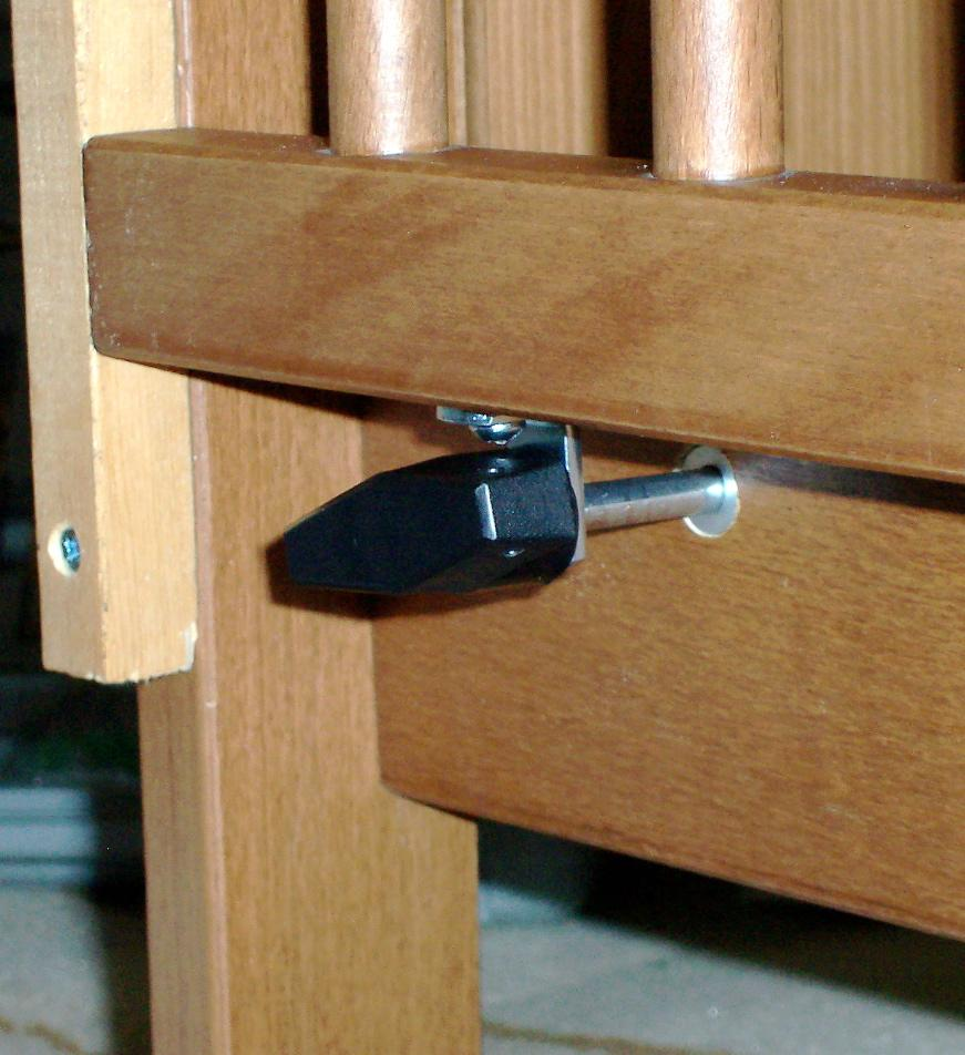 Picture of Insert the Locking Pin