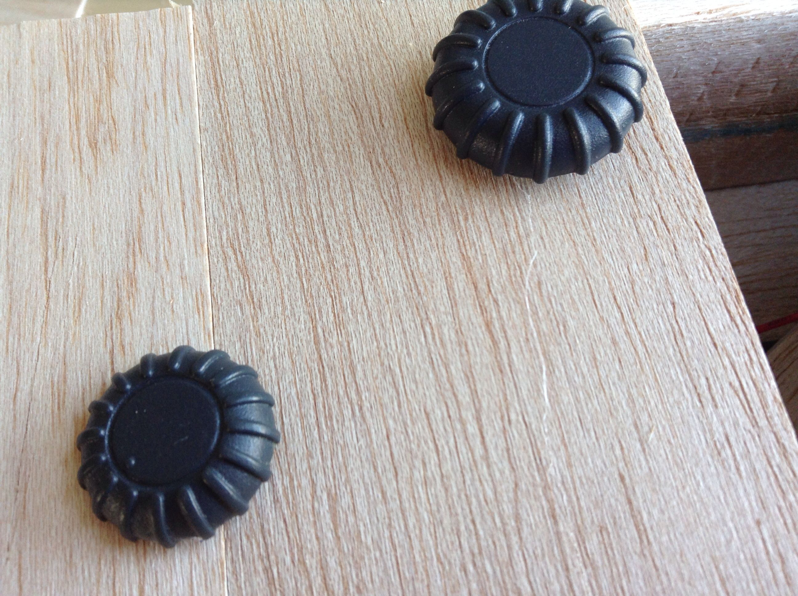 Picture of Trim Straws and Glue on Dials.