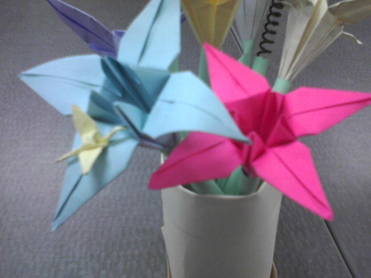 Make A Vase Of Paper Flower Pens 6 Steps