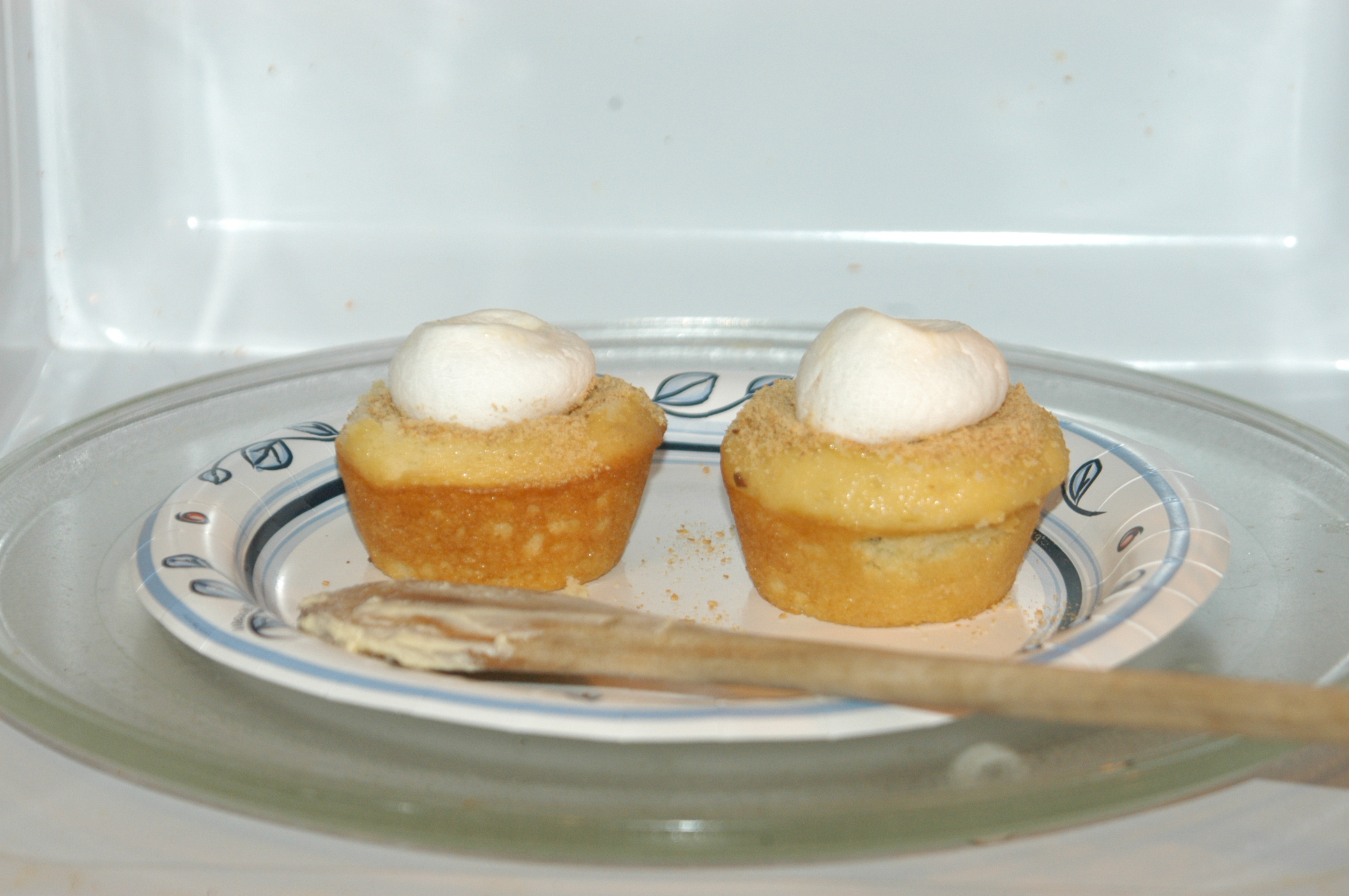 Picture of Marshmallow Icing Trick for Smores Cupcakes