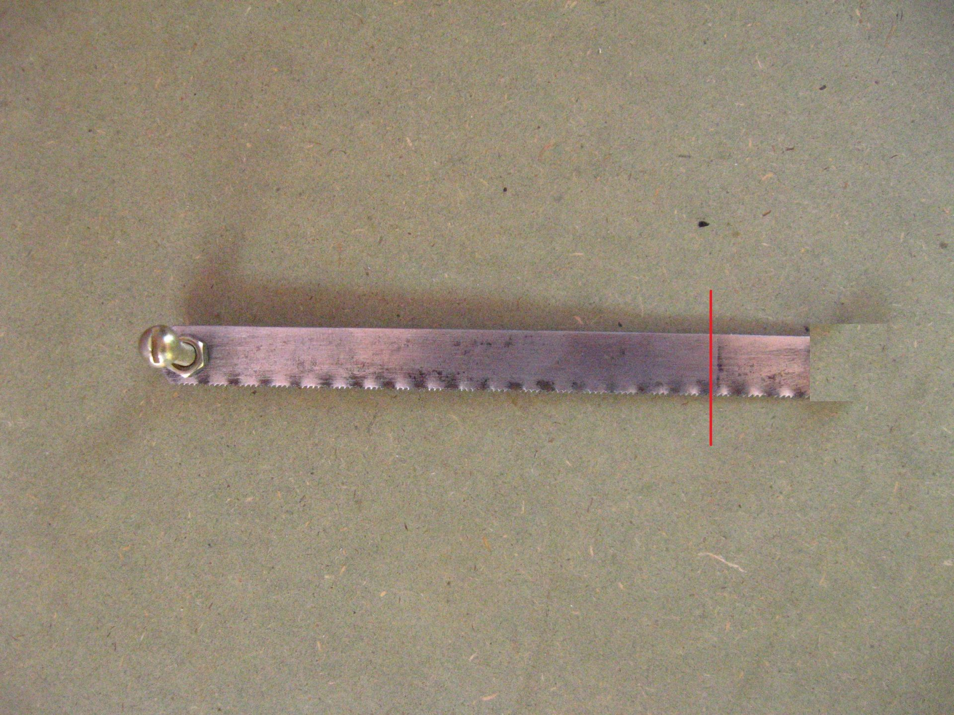Picture of Make a Notch on One End of Hacksaw Blade