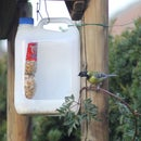Bird feeder of recycled plastic  -   Pesebre para pájaros
