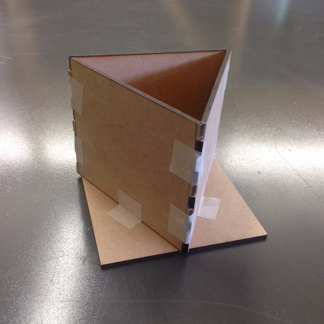 Picture of Ensambla La Caja Para Marcar Las Tapas