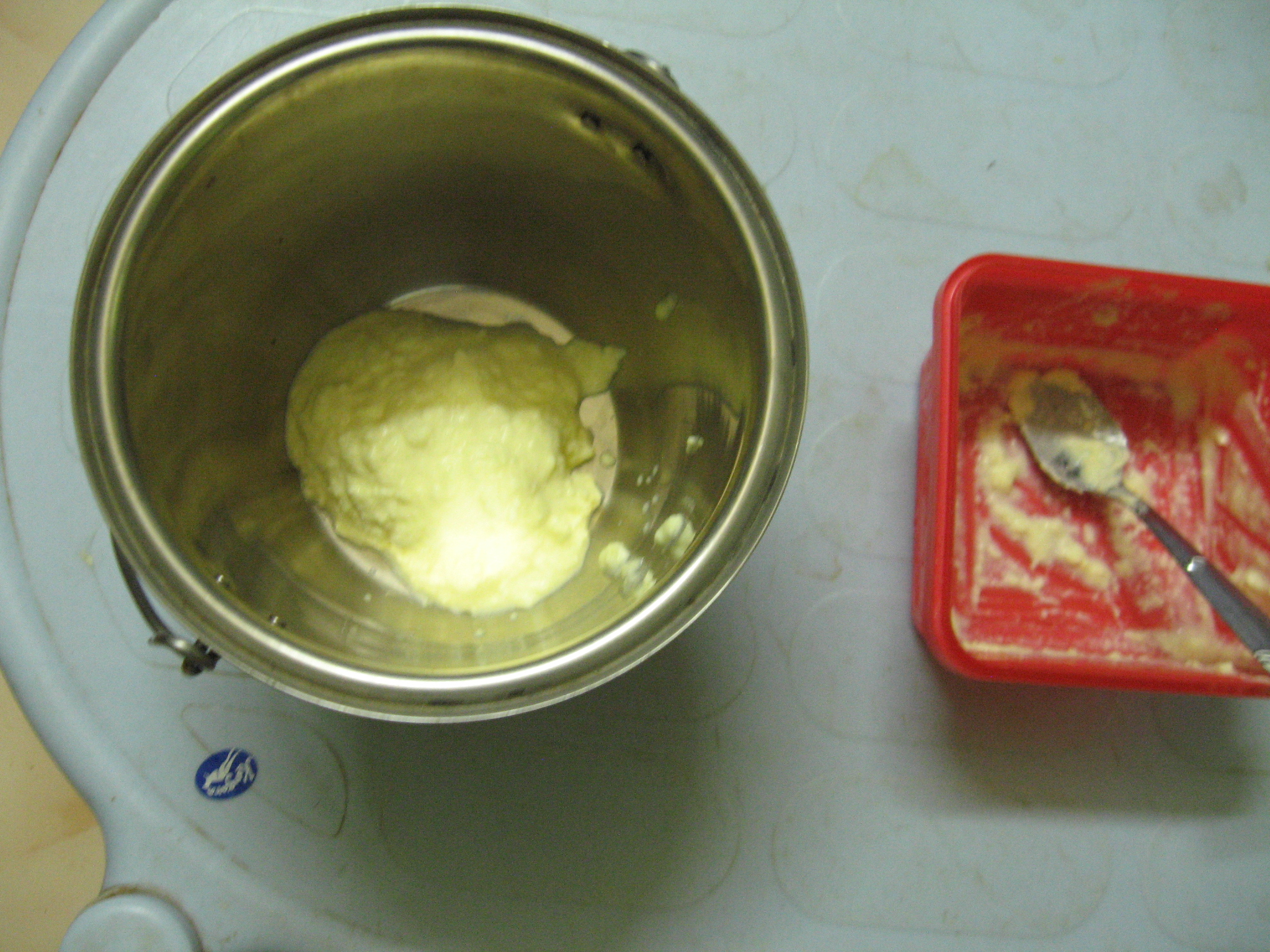 Picture of How to Make Frosting / Icing at Home for Cake Decoration