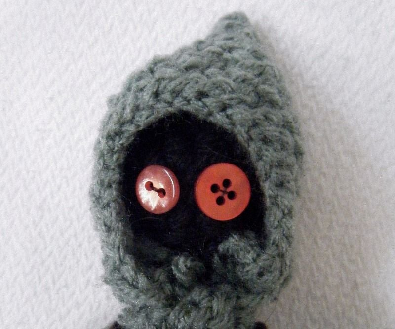 How to Embroider Almost Perfect Amigurumi Eyes | Crochet Arcade | 666x800