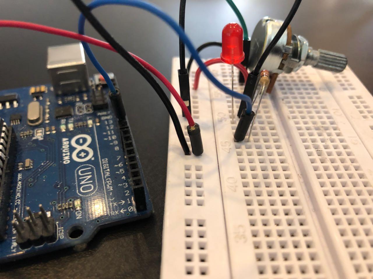 Picture of Positivo (5V) E Negativo (GND) Do Arduino