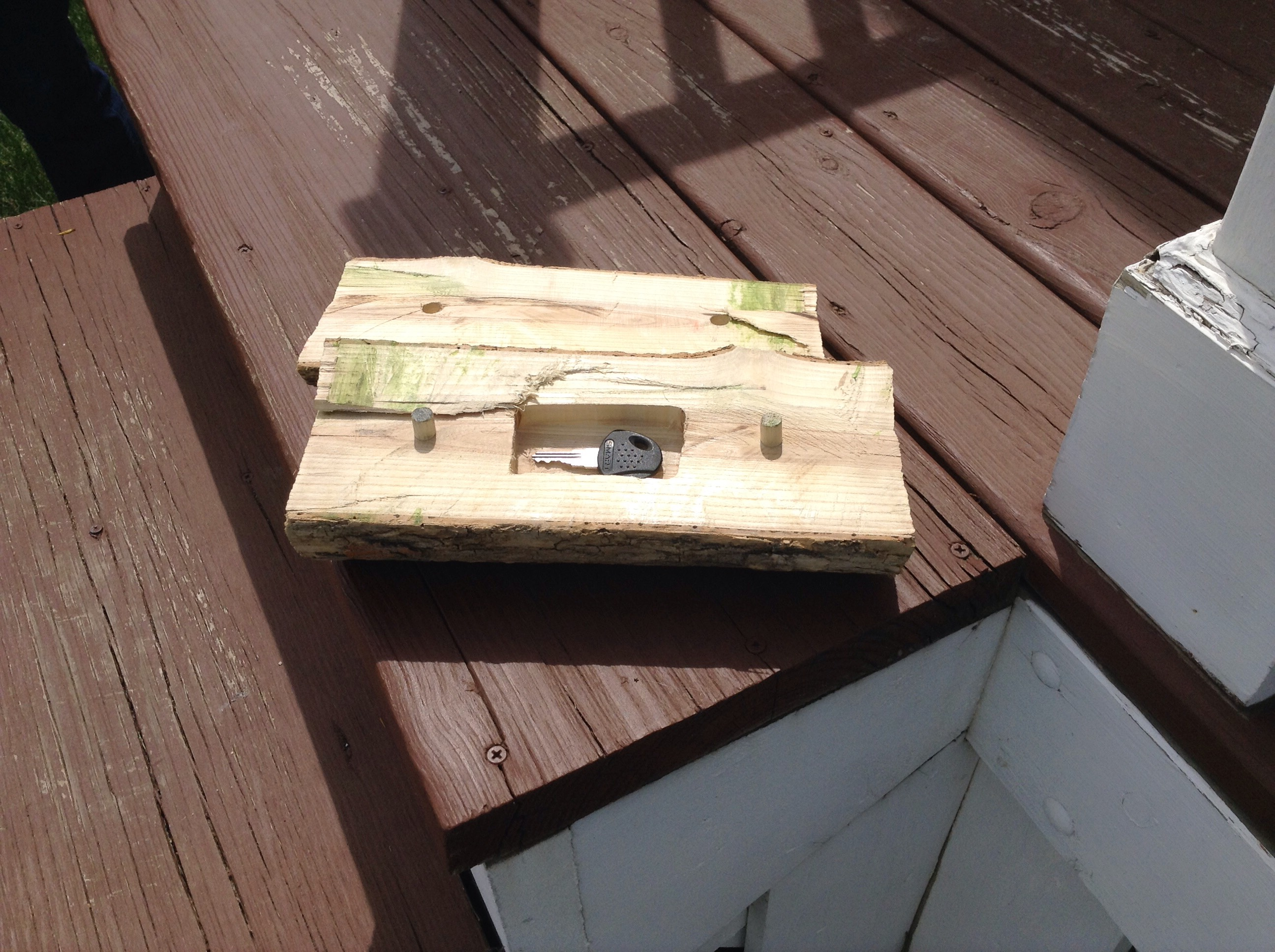 Picture of Make a Compartment in the Log With a Router