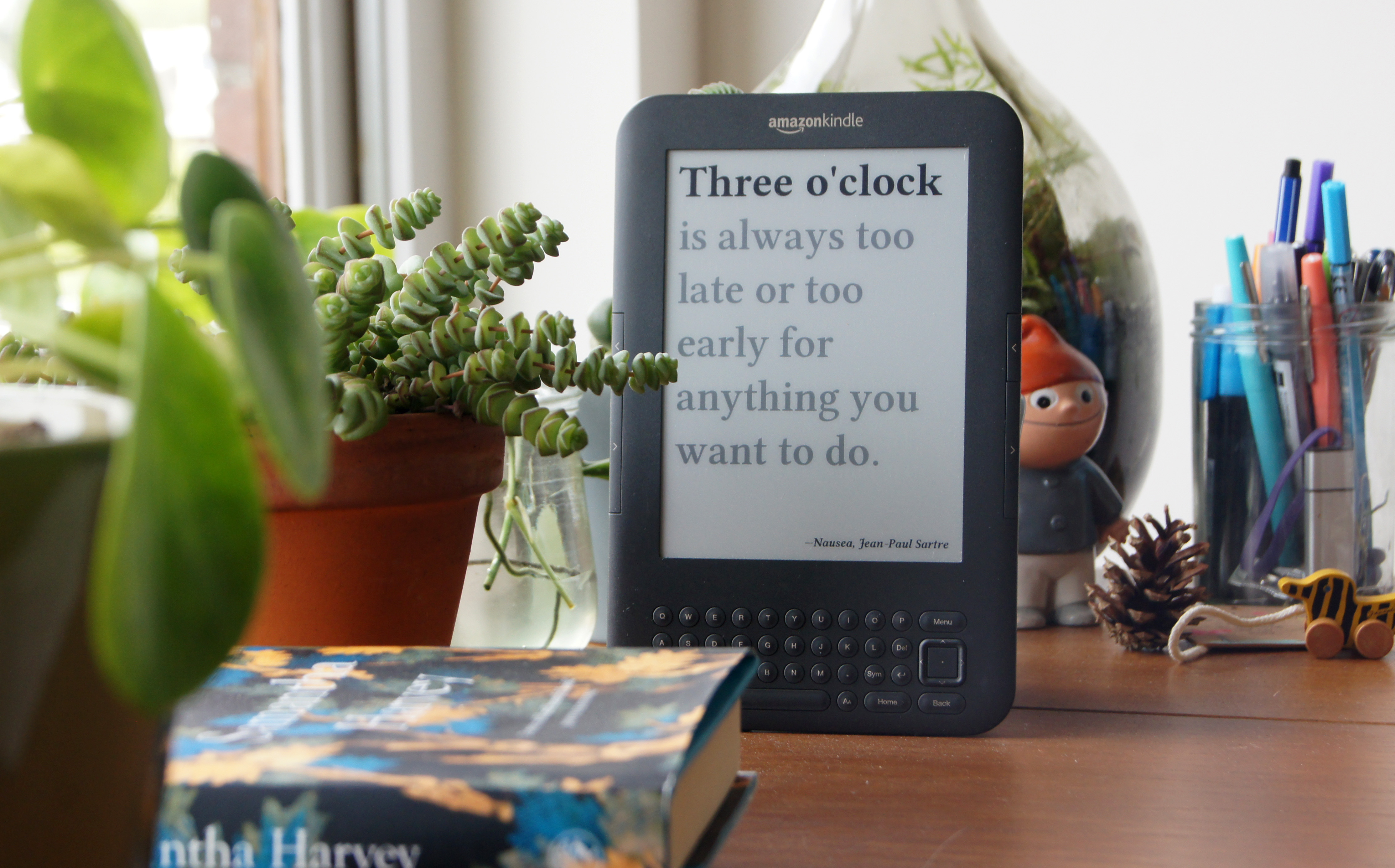 Picture of Literary Clock Made From E-reader
