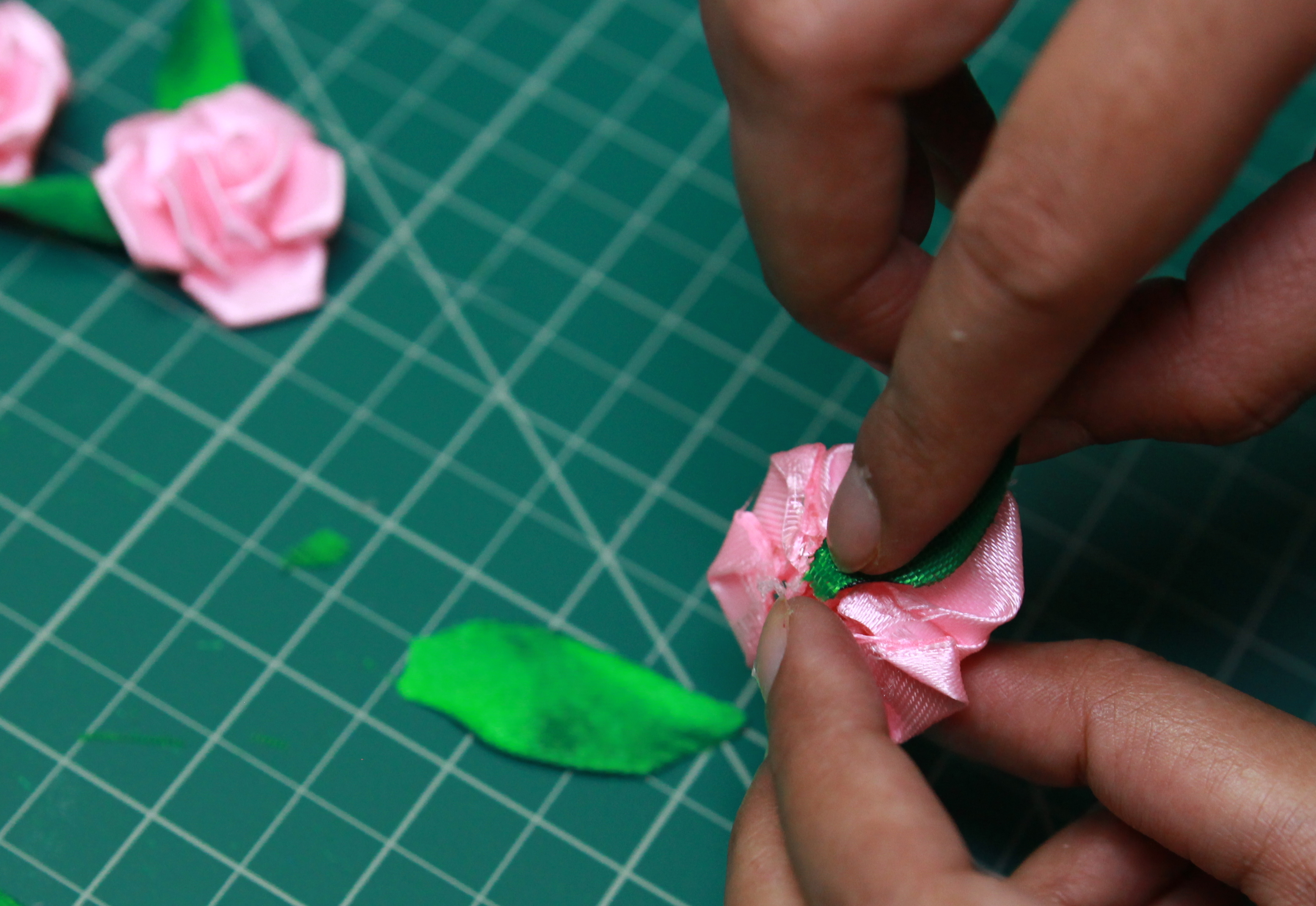 Picture of Gluing Leaves With the Roses