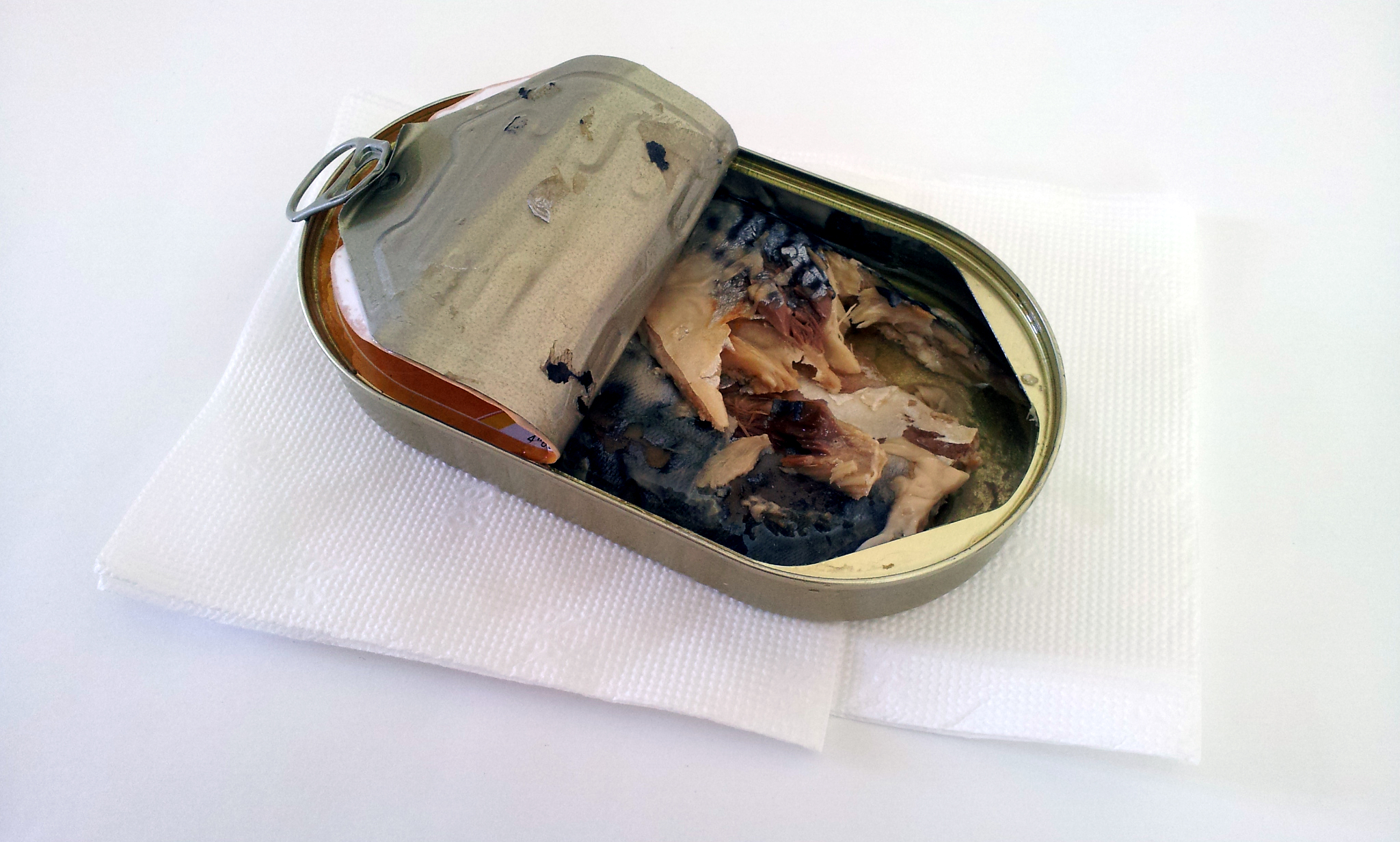 Picture of How to Remove the Sardines From the Canned Sardines