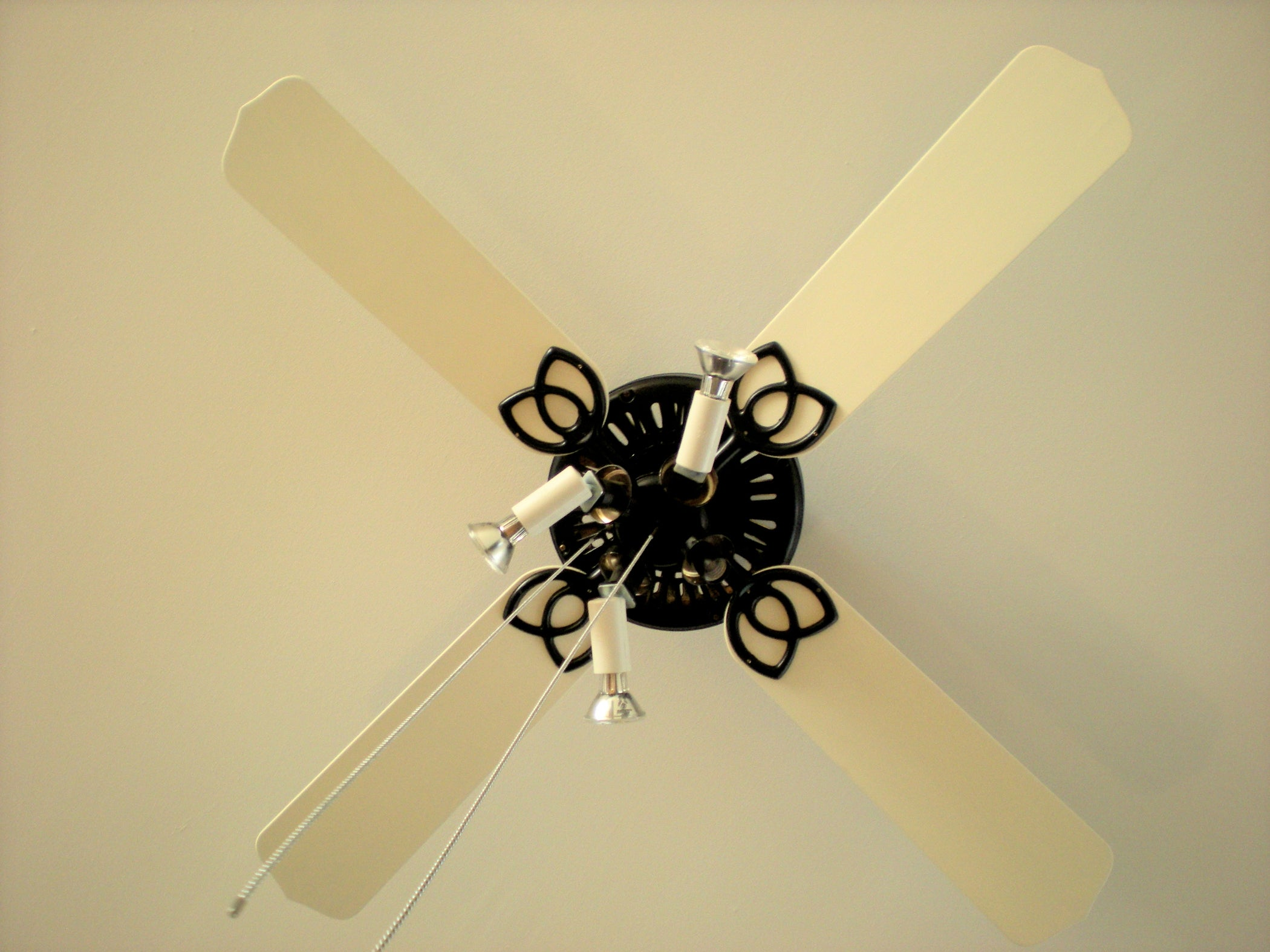 Upgrade Your Old Ceiling Fan: 8 Steps