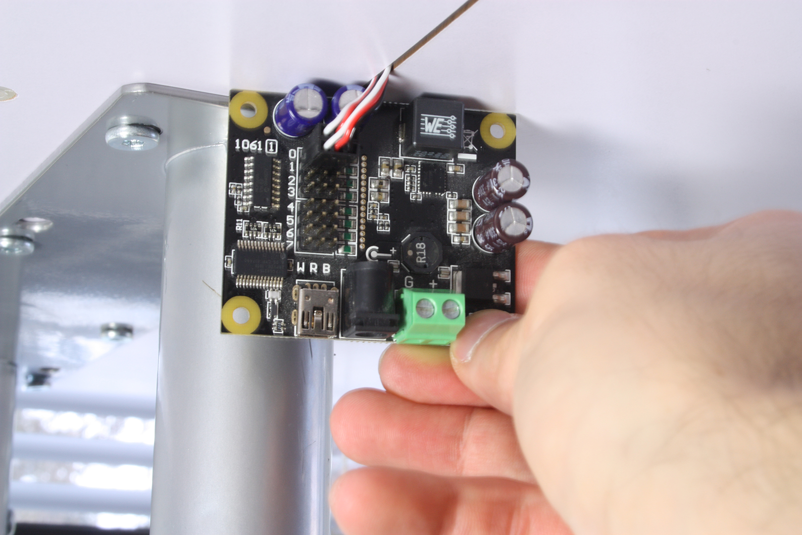 Picture of Connect the Servos to the Phidget Controller