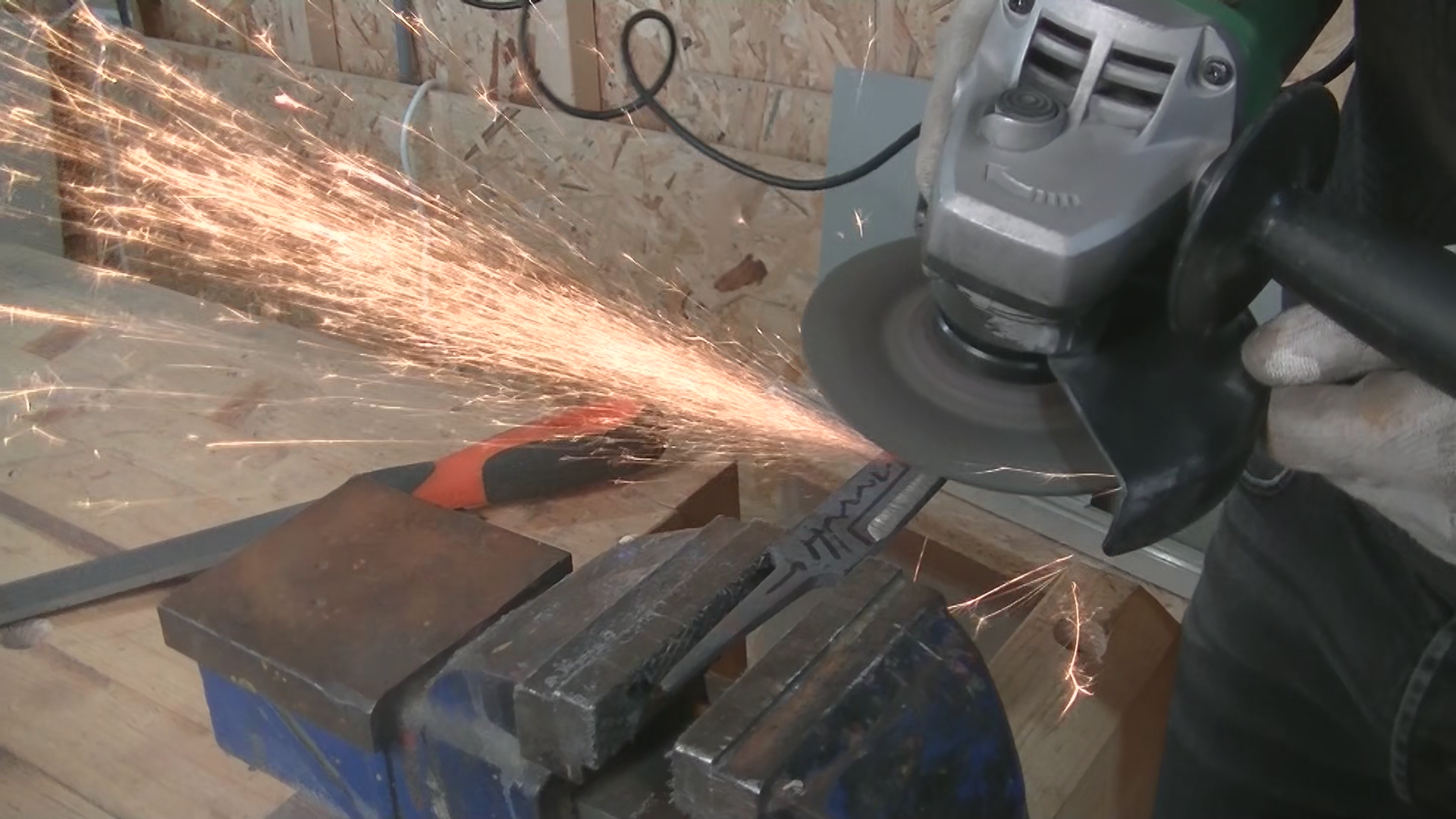 Picture of Rough Shaping With the Grinder