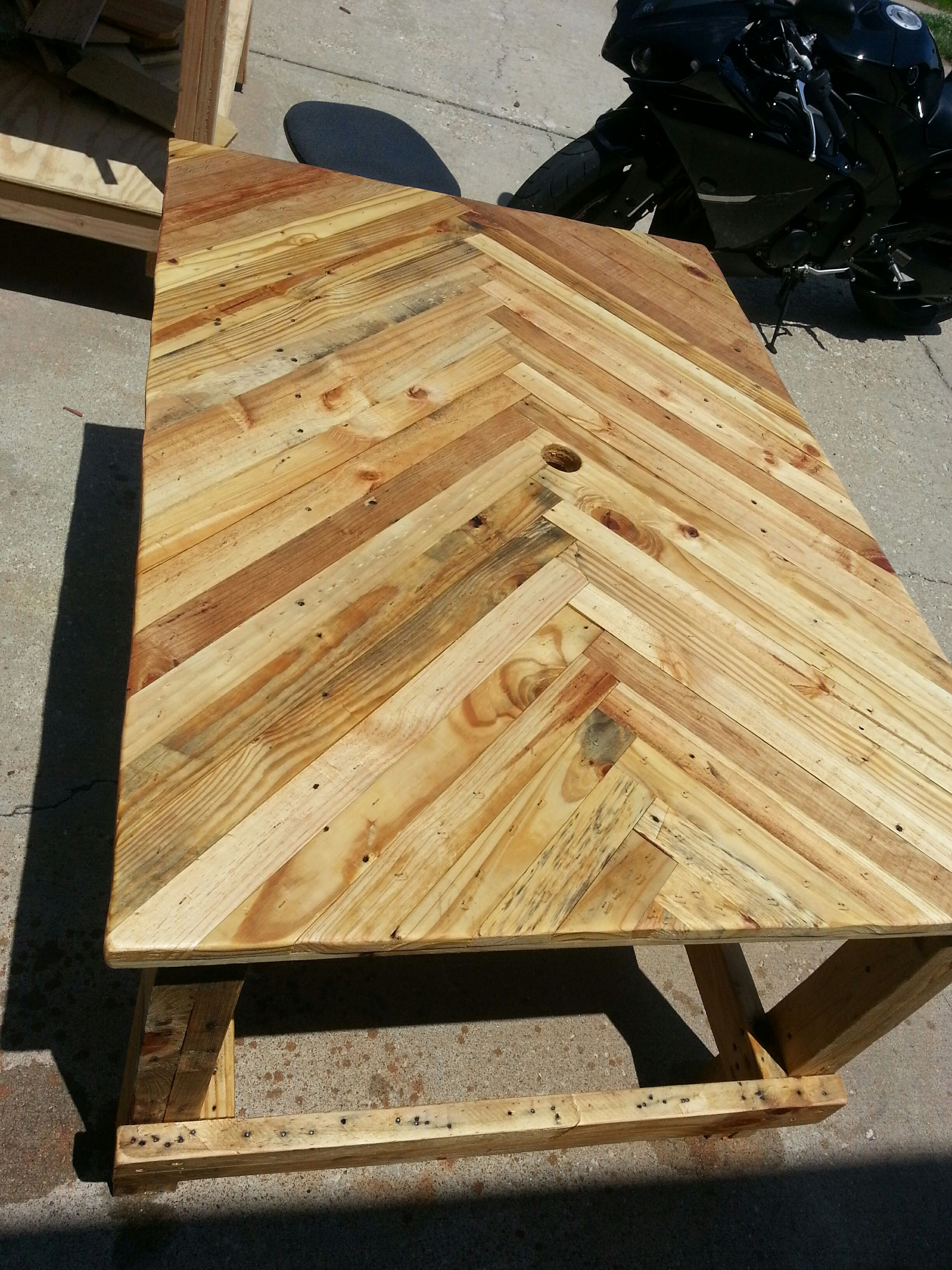 Picture of Pallet Wood Patio Table