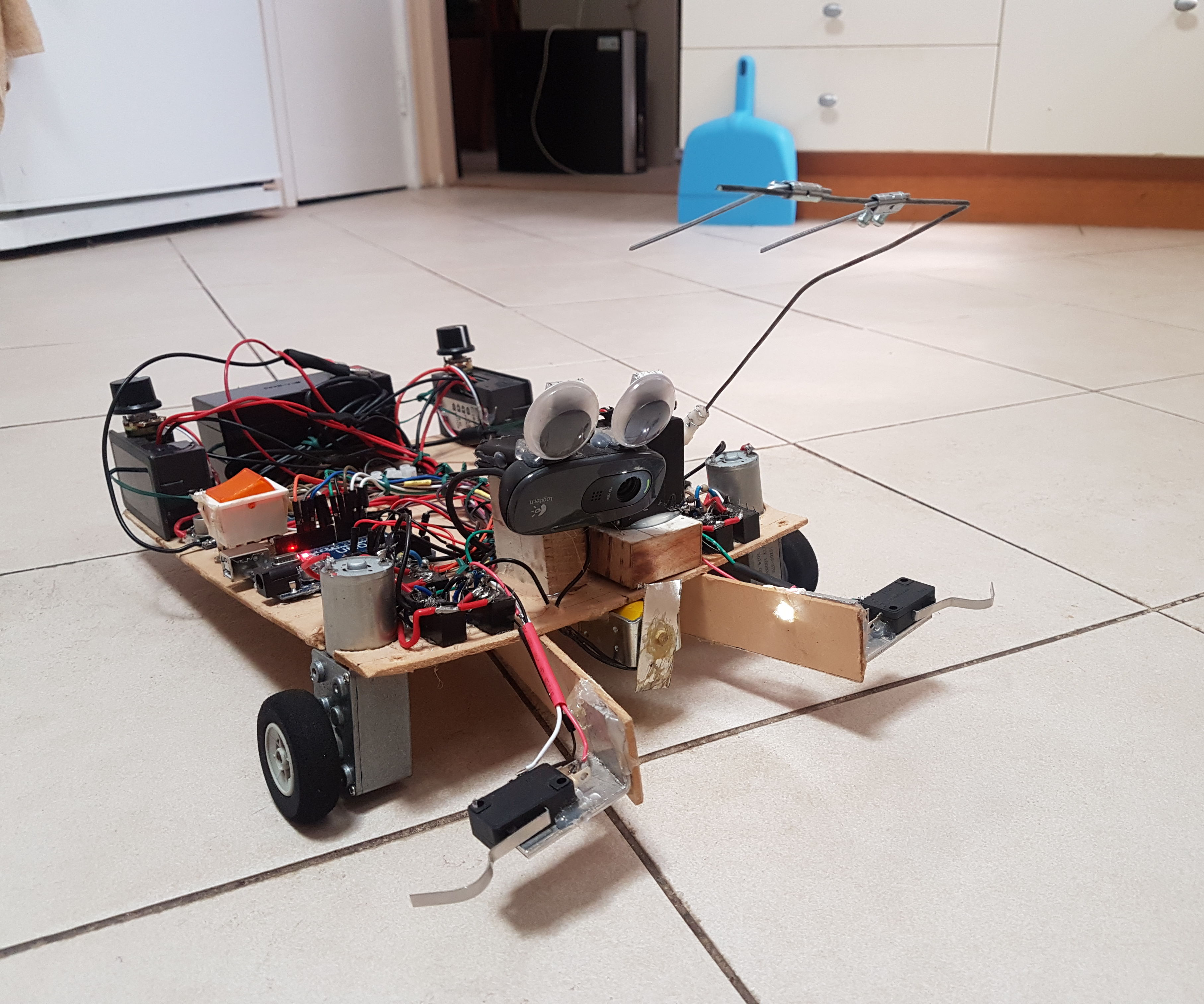 Autonomous Soccer Playing Robot: 4 Steps (with Pictures)