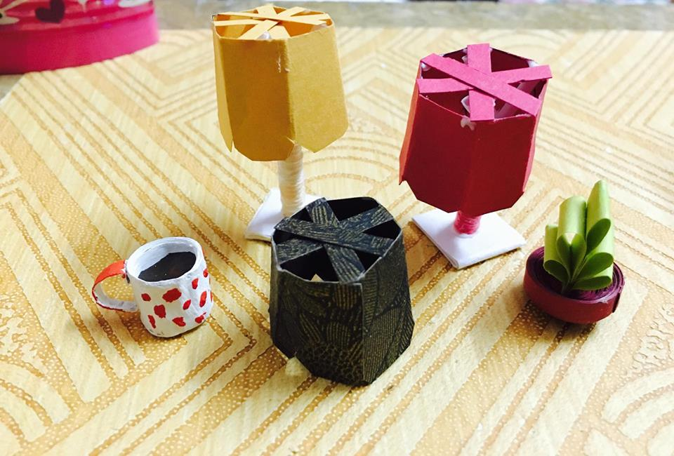Picture of Miniature Dollhouse Lamp With Changeable Lampshades