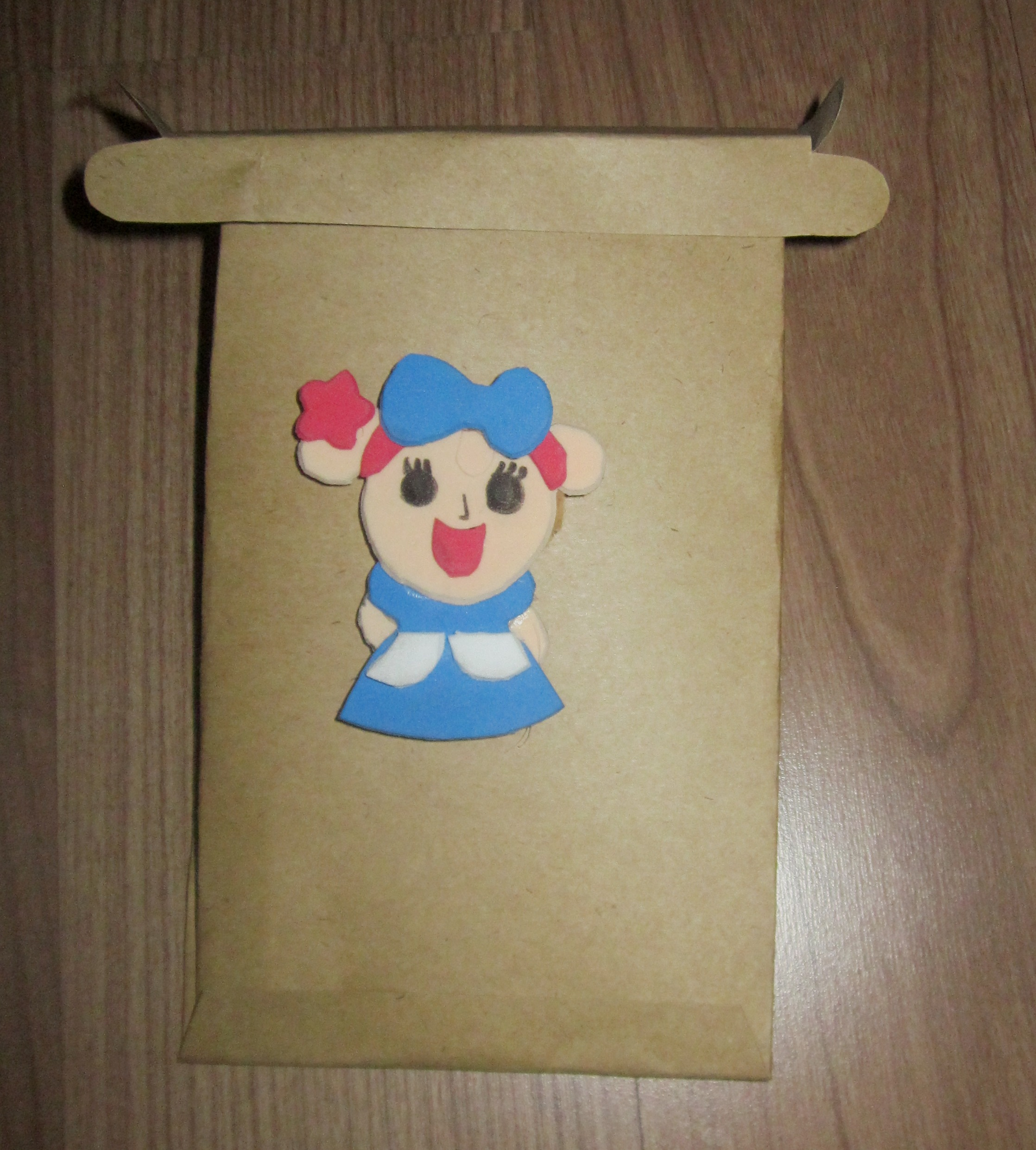 Picture of Glue Miss La Sen Doll on the Box