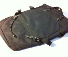 Fixing the elastic band on a bicycle pannier bag